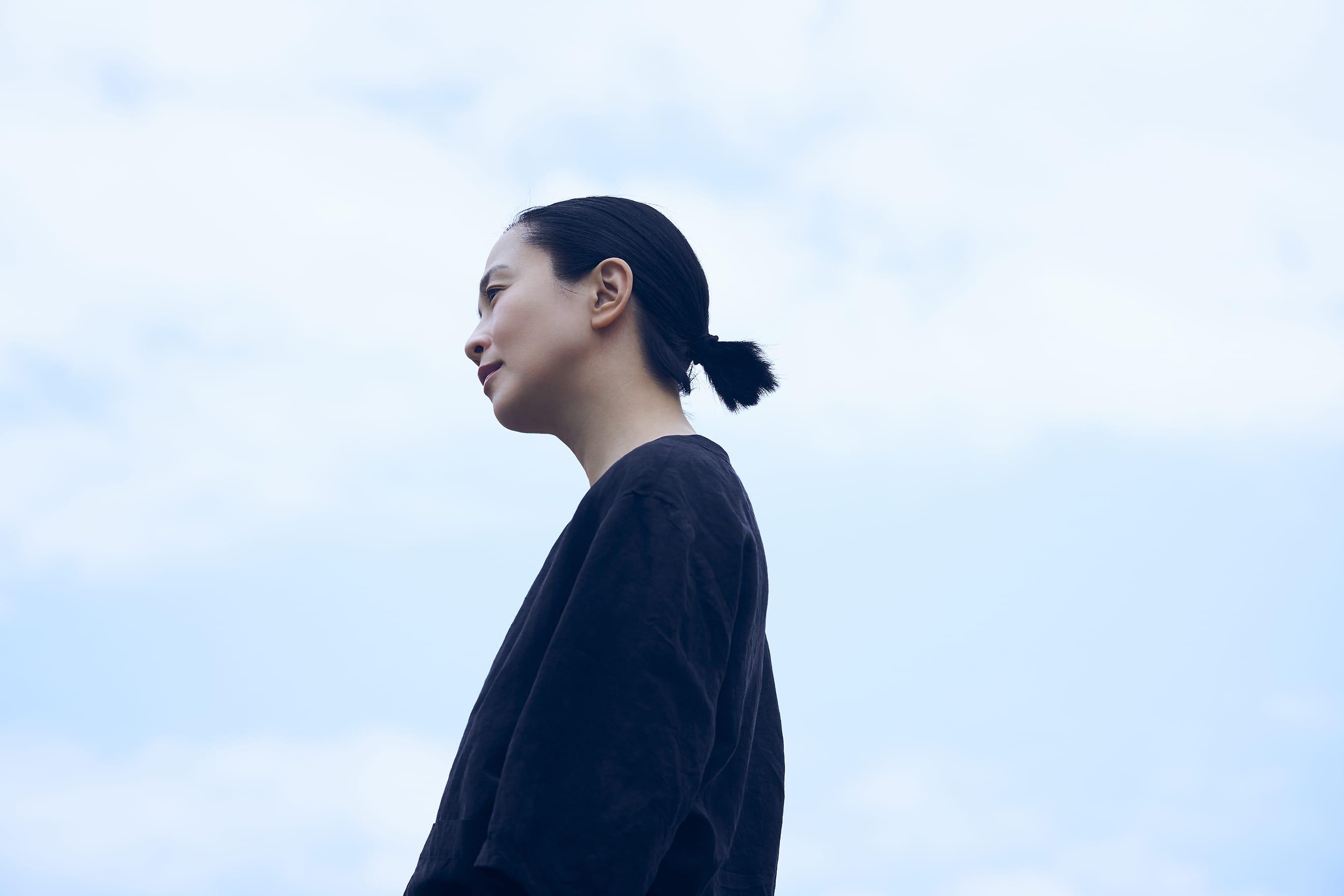 1992年にデビューをして以来、映画・舞台・テレビ・CMと多彩な活躍を続けてきた女優・坂井真紀。
