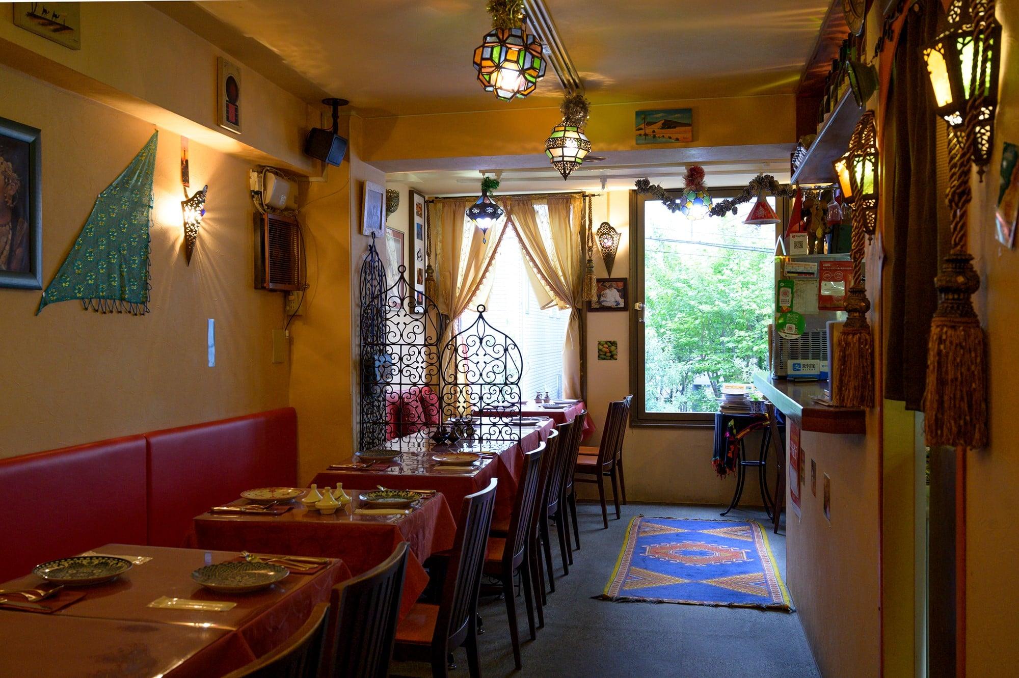 店内に置かれたインテリアやアクセサリー、調理道具、食器はすべてモロッコで買い付けた。