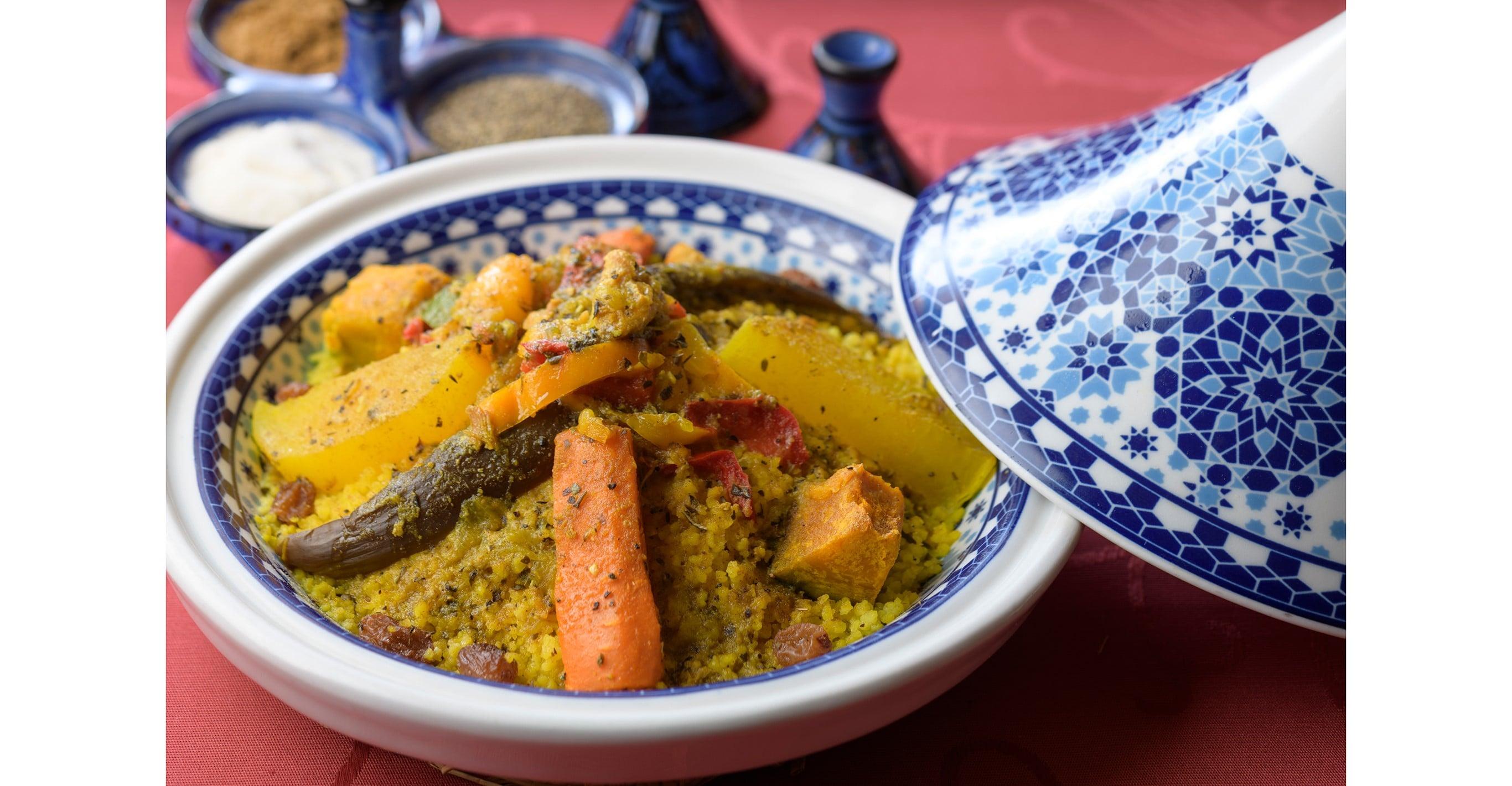 スパイスの香りがエキゾチックな「チキン野菜 タジン」。
