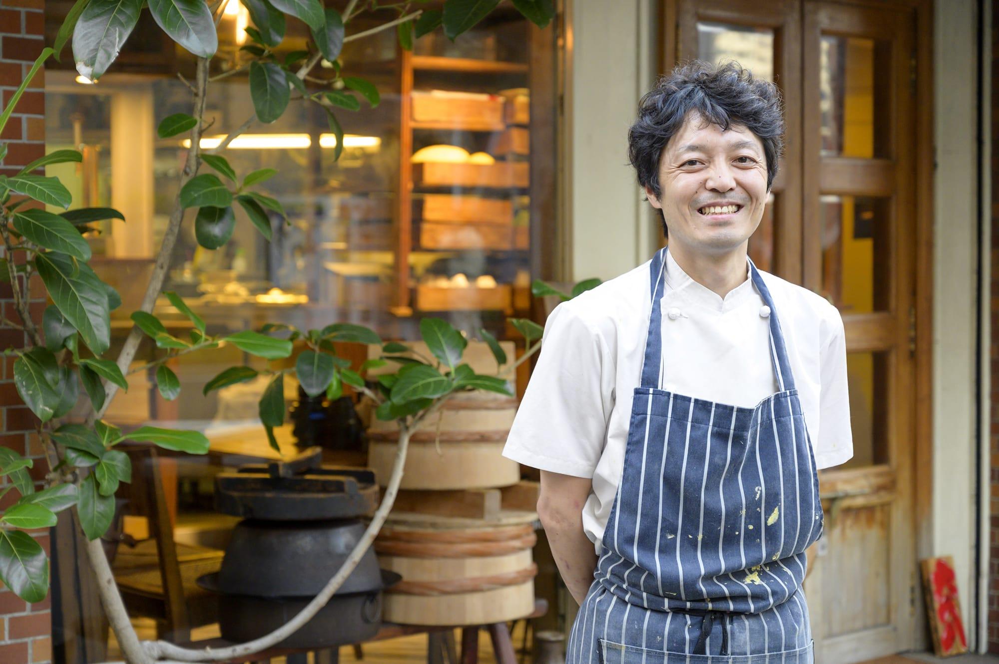 シェフの村上秀貴氏は、素晴らしい食材を求めて生産者を訪ねる旅を続けている。