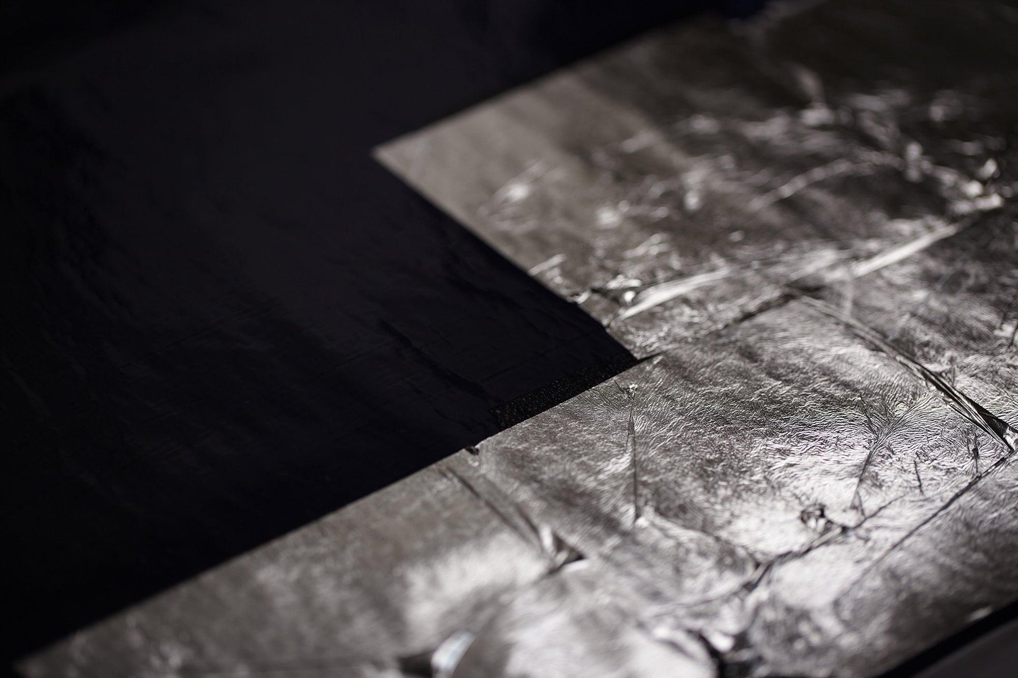 西陣織は生糸の製造から、糸染めなど20もの工程があり、それぞれのマスタークラフトマンによって仕上げられていく。