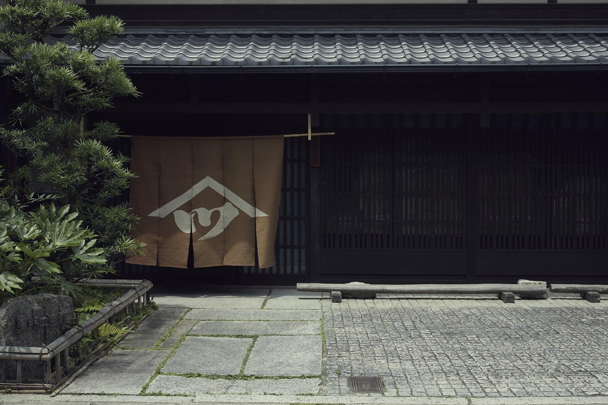 京都府上京区の西陣と呼ばれるエリアにあるショールーム「House of Hosoo」。