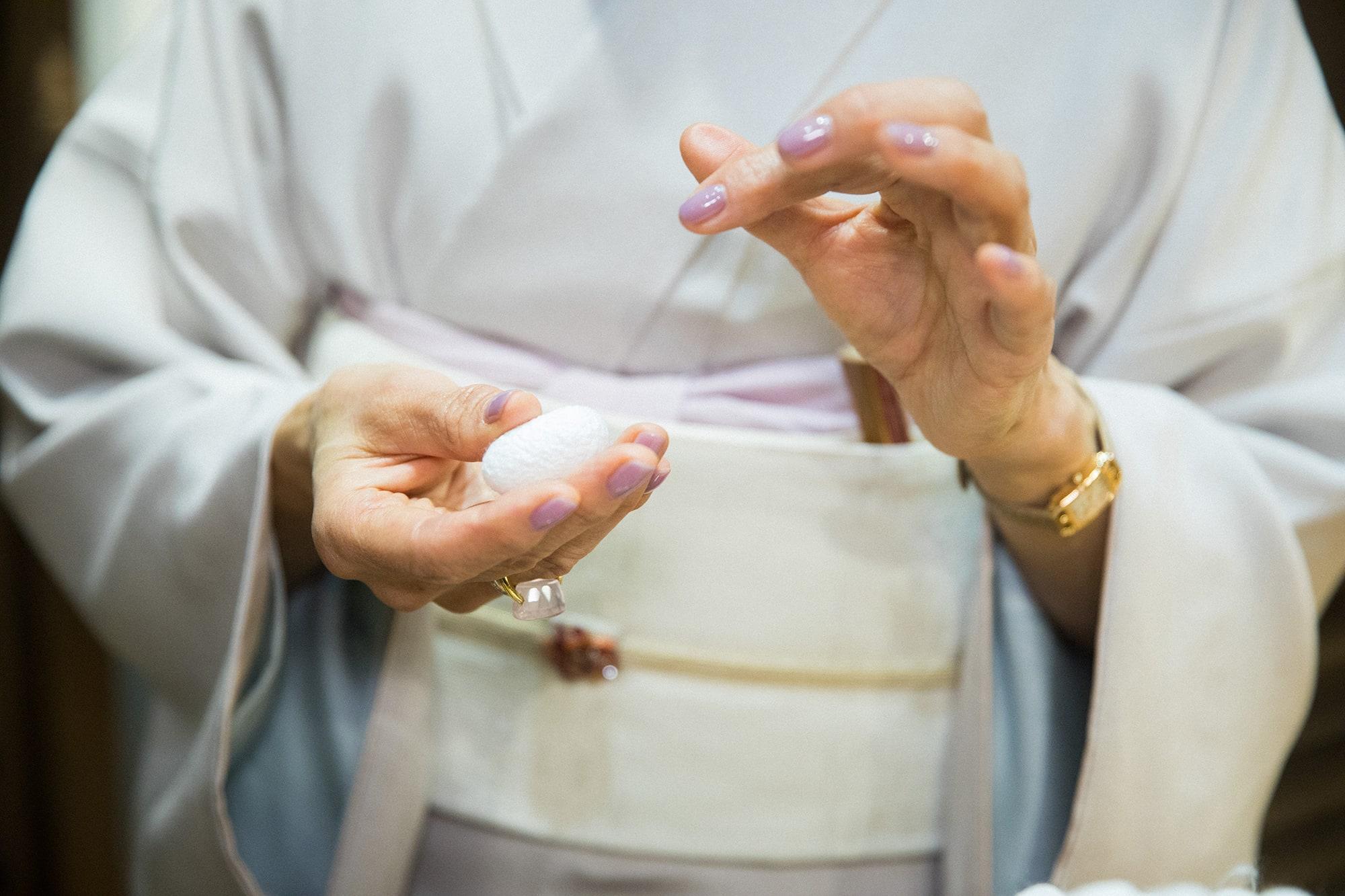 絹織物の元となる繭