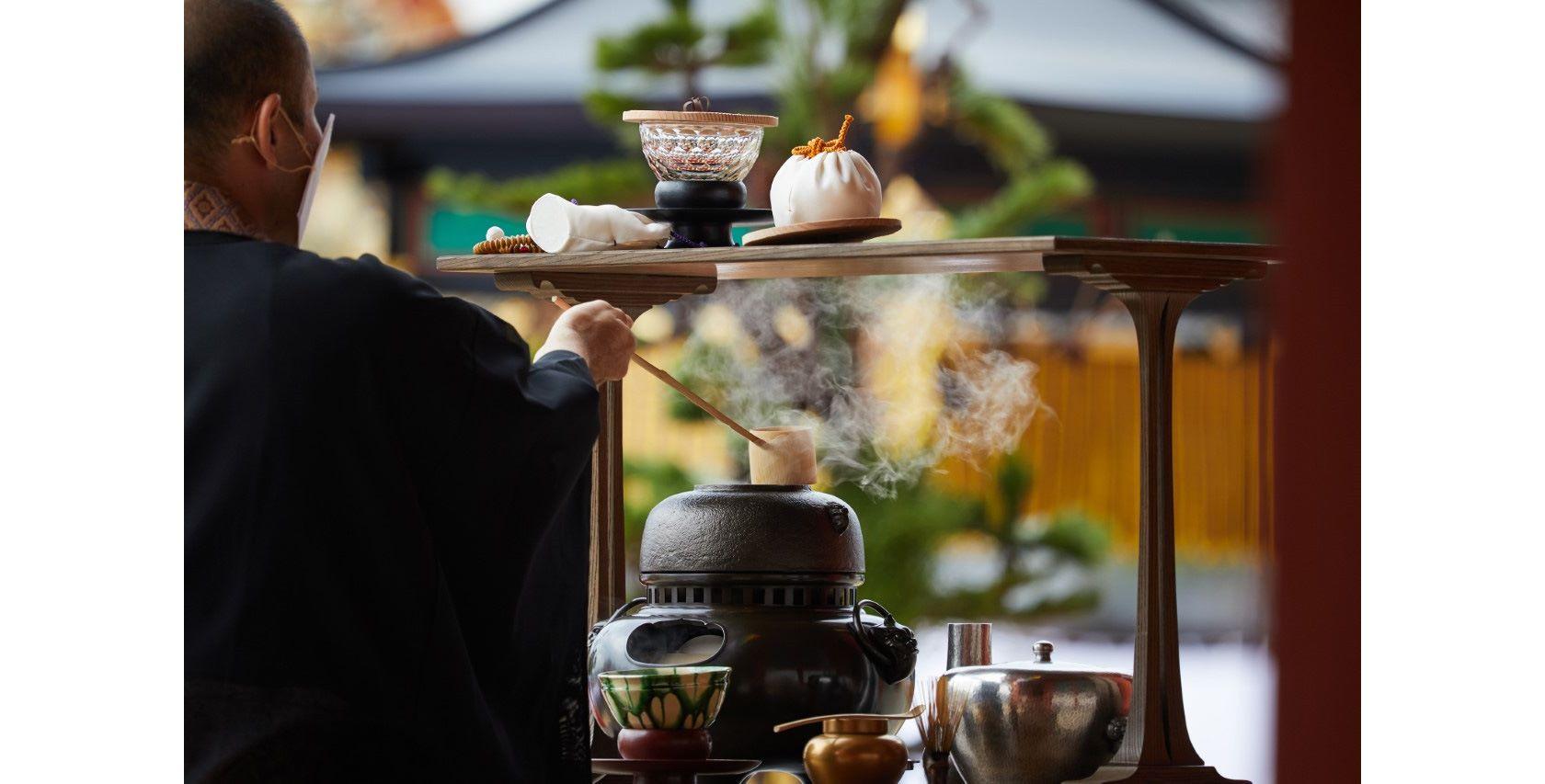 興福寺中金堂落慶法要献茶式より。Photography by Tadayuki Minamoto