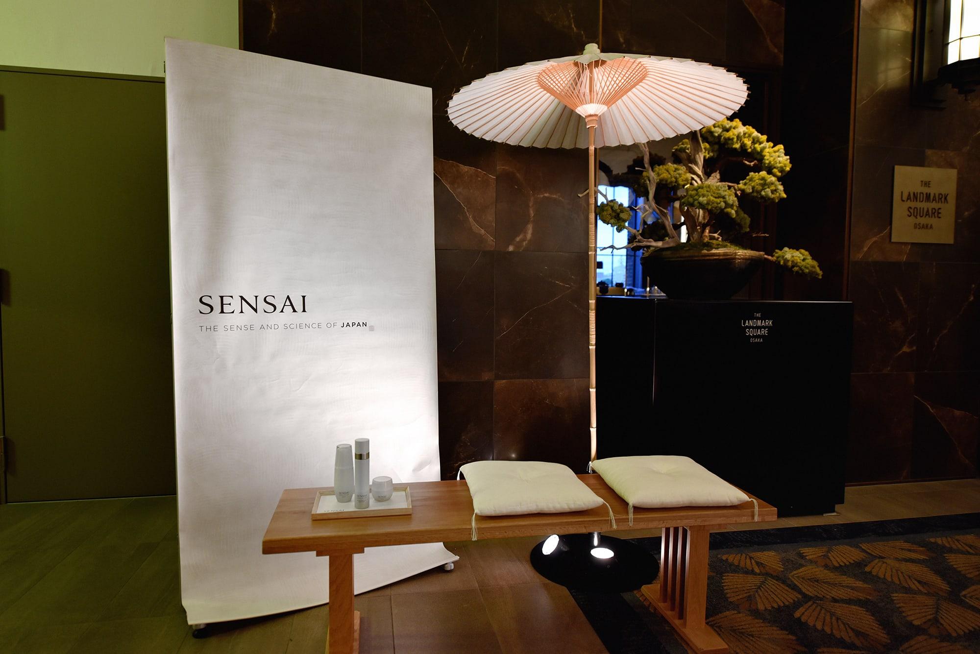 会場内には「SENSAI」の特別ブースも。野点席に見立てたディスプレイ。