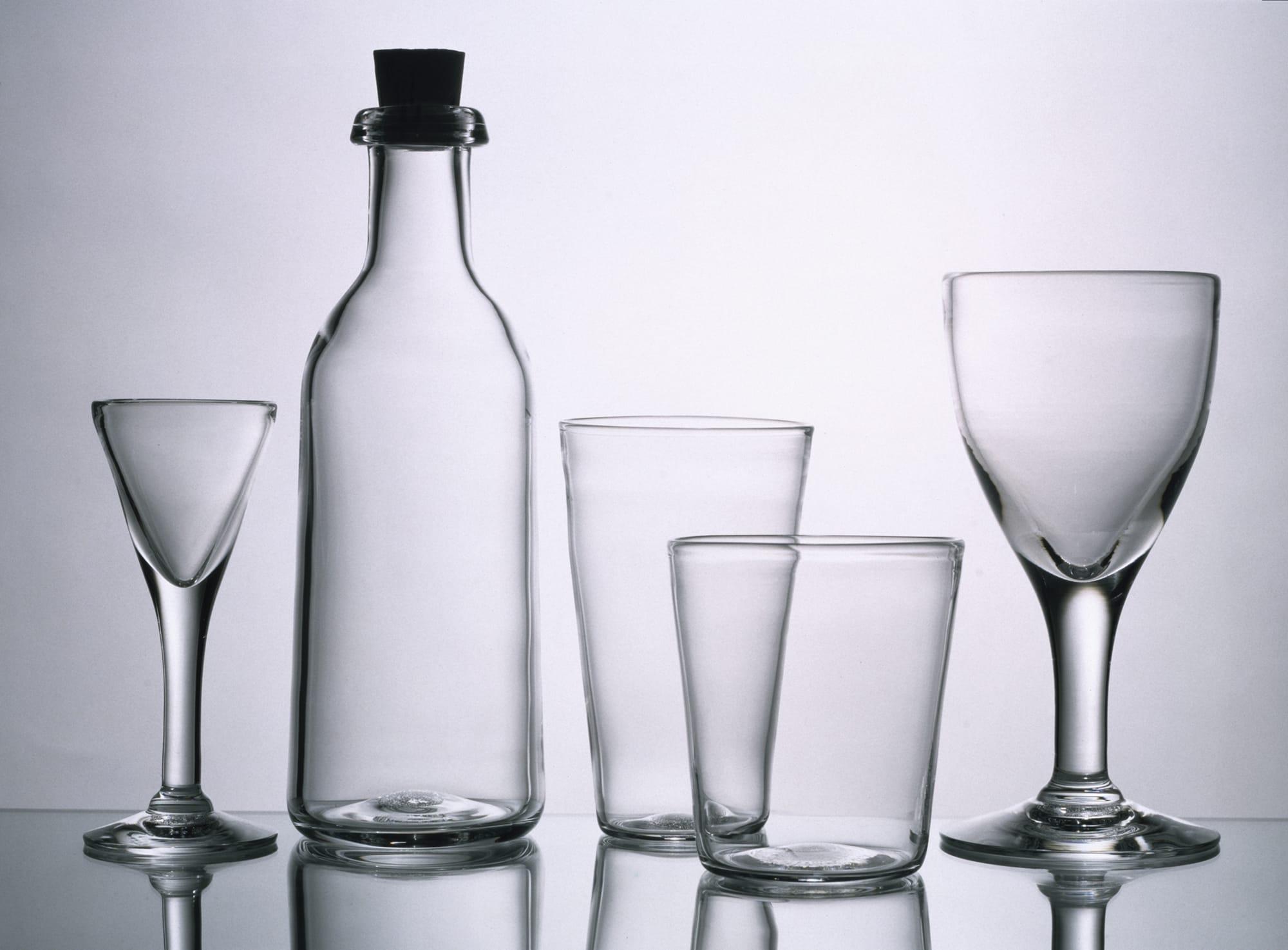 スウェーデンのスクルーフ社のためにデザインしたグラスとワインボトル。