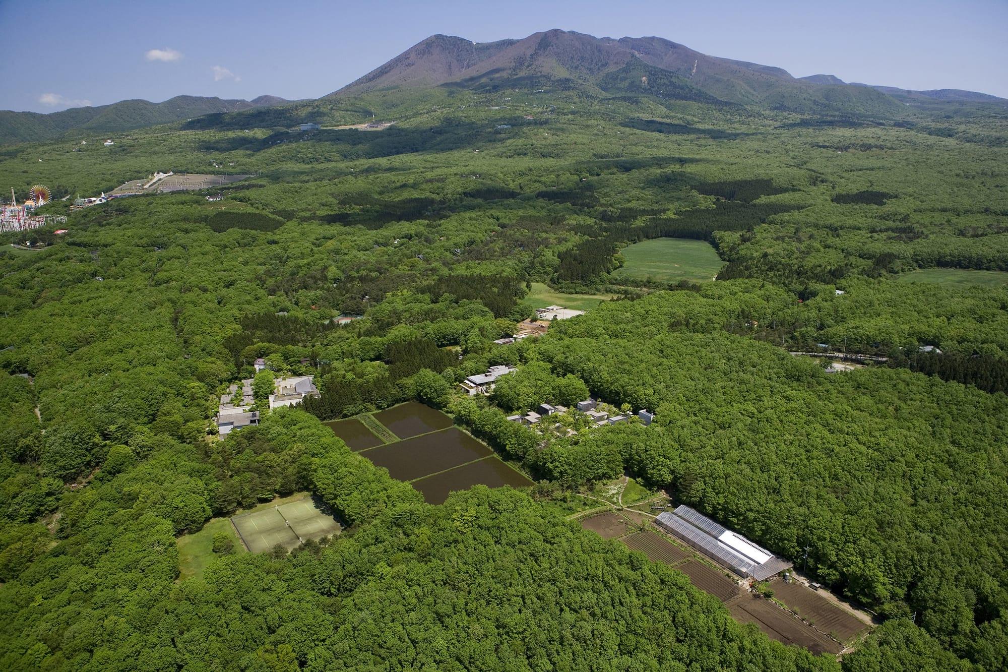 わずか6室からスタートした二期倶楽部は、自然との共生をテーマにしながら、栃木県那須高原山麓の横沢エリアにおける「美しい村」づくりを目指してきた。