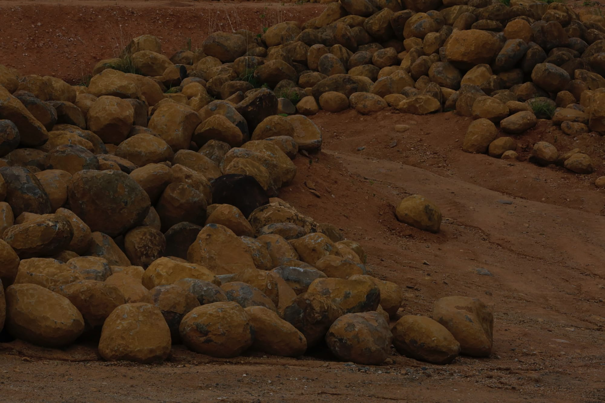 伊達冠石と寂土の大蔵山の風景。Photography by Isao Hashinoki