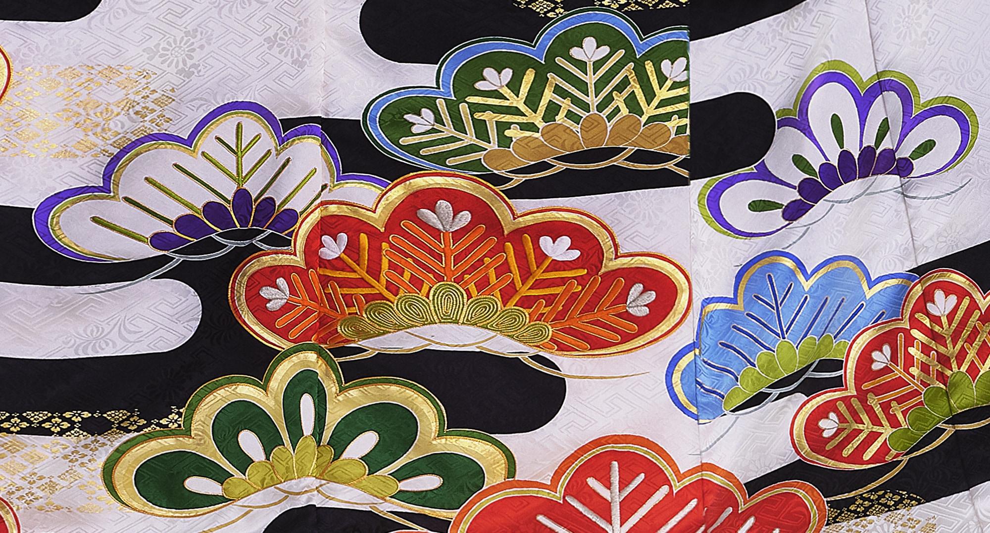 笠松とヱ霞を取り合わせた構成でおめでたさを表現