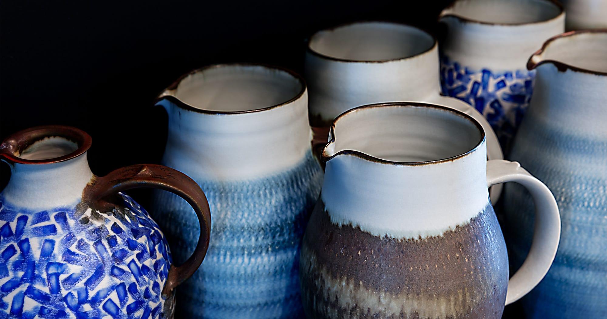 カップや皿の多くは埼玉県入間市で作陶する田中信彦の作品。