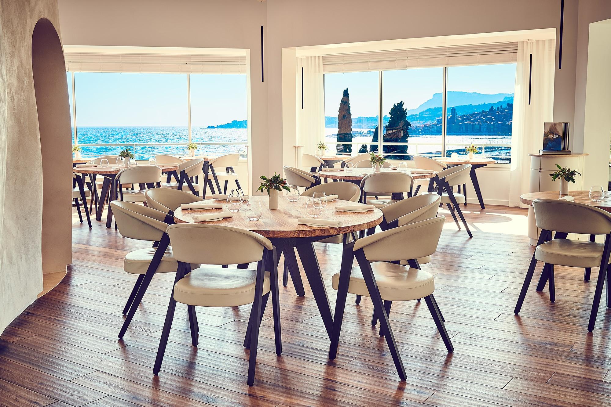 南仏・マントンのレストラン「ミラズール」。2018年の世界のベストレストラン50で世界3位に、2019年には世界1位に選ばれた。