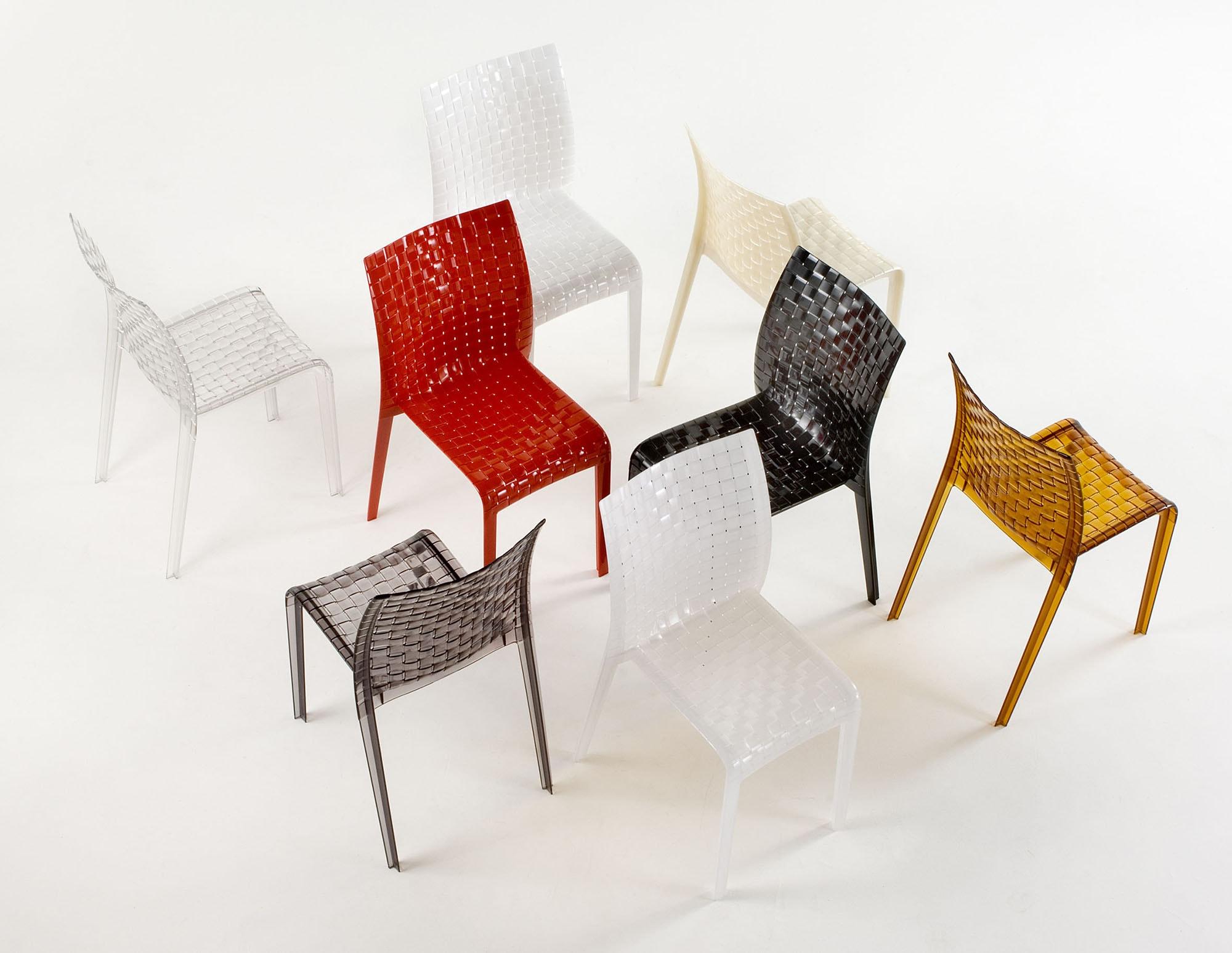 「編む」からその名がついたAmi Amiチェア。縦糸と横糸によってできる織物のような視覚効果をもたらしている。