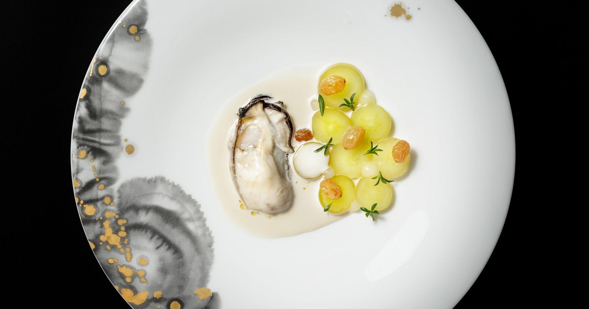 「兵庫県赤穂産牡蠣、ぶどう、そばの実」クック・ジャパン・プロジェクトより。