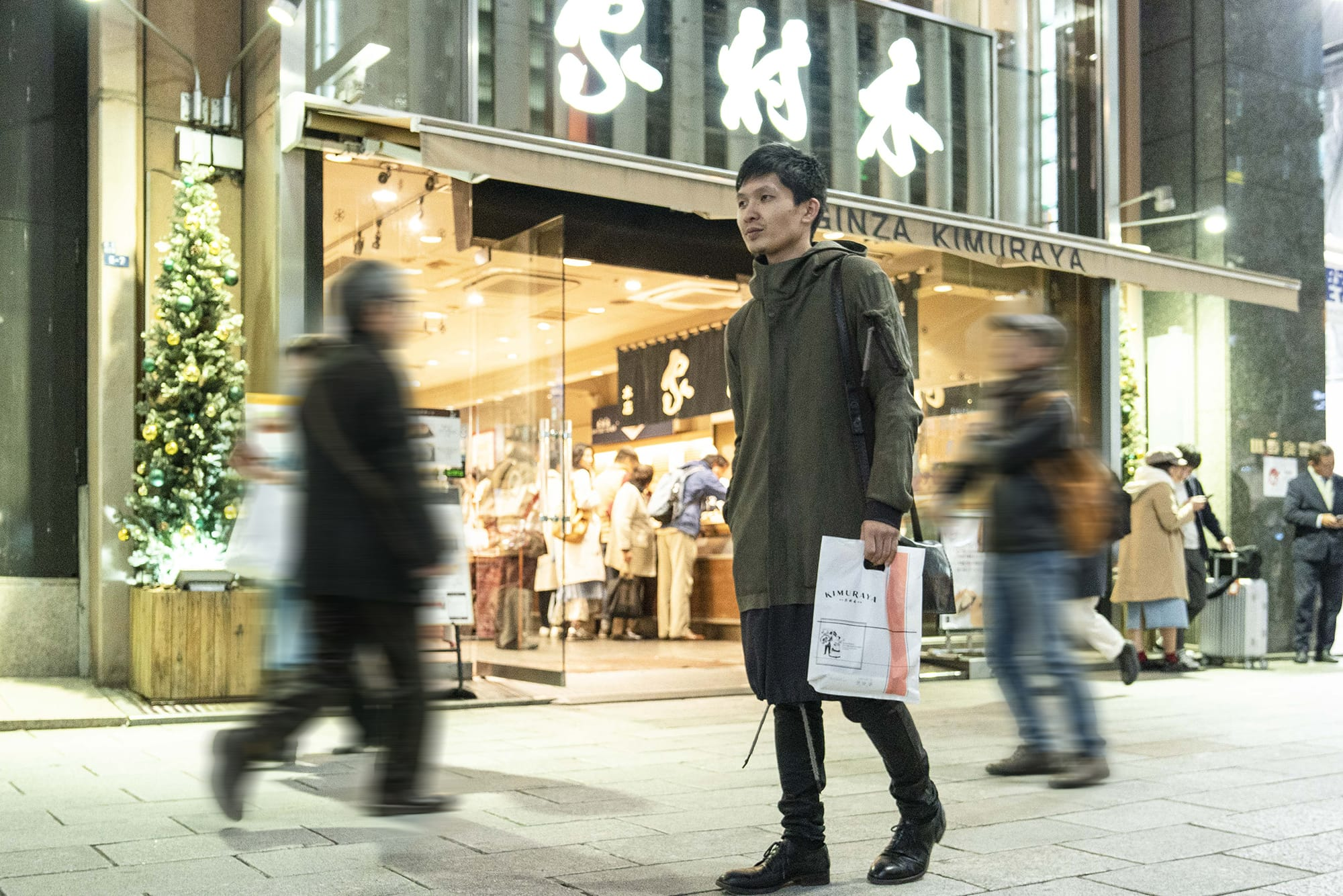 お目当てのあんバターを購入後は、喫煙具を見にいったり、本を探したりするのが、長田さん流の銀ブラ。