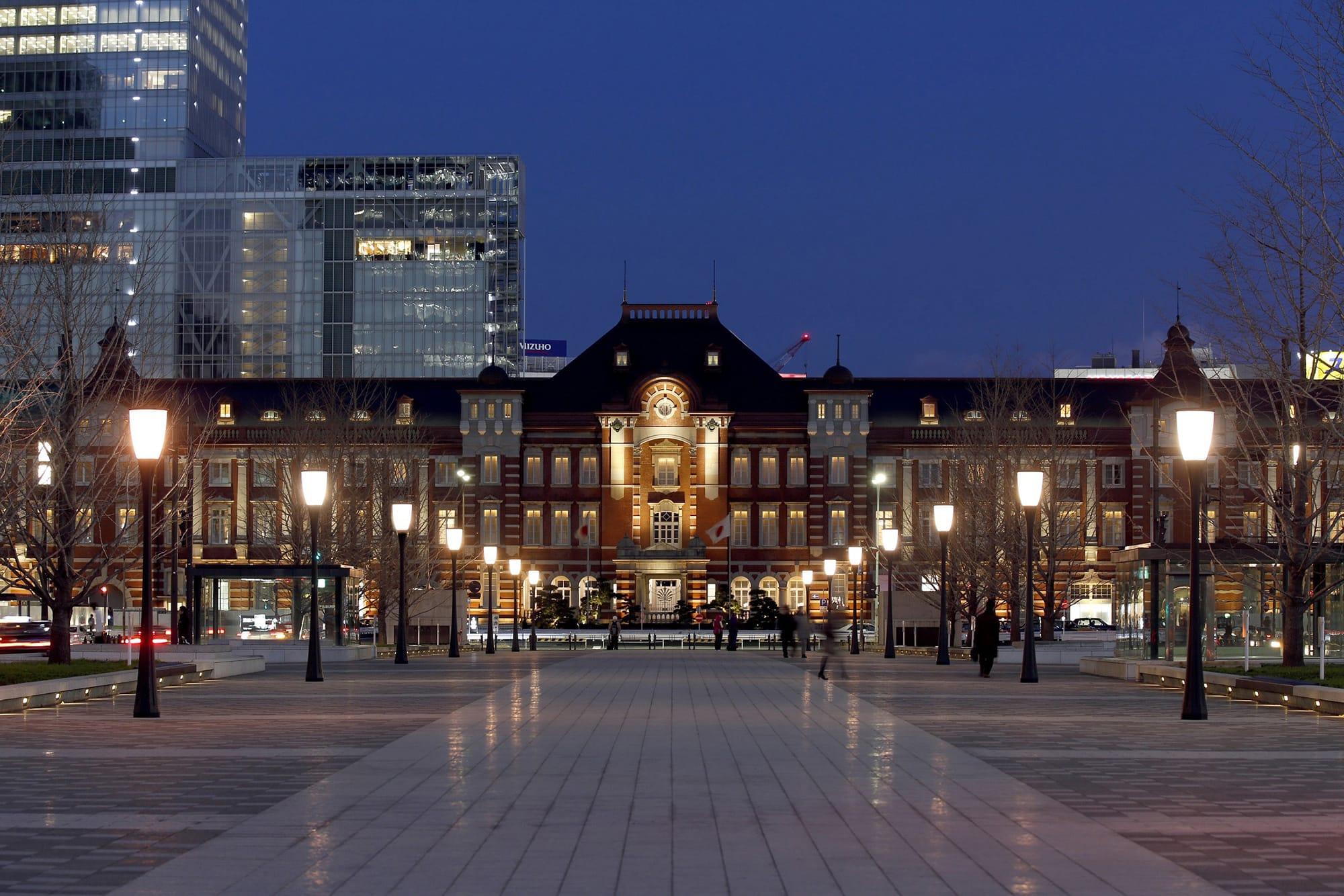 東京のシンボルのひとつである東京ステーションホテル。赤レンガの駅舎や多くの文豪たちに愛された客室は国の重要文化財に指定されている。