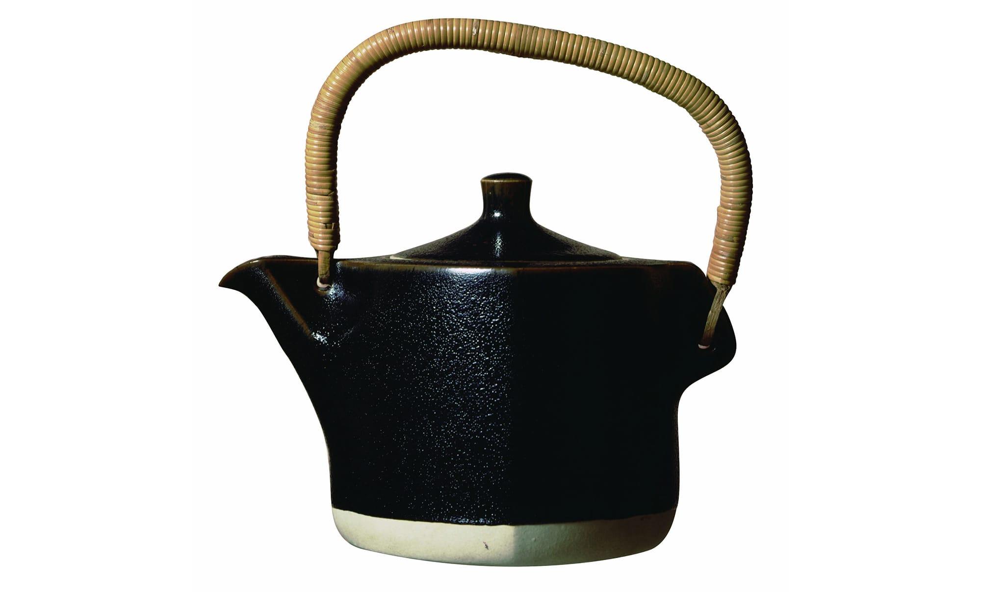 《黒土瓶》 京都五条坂窯 1958年 柳工業デザイン研究会蔵