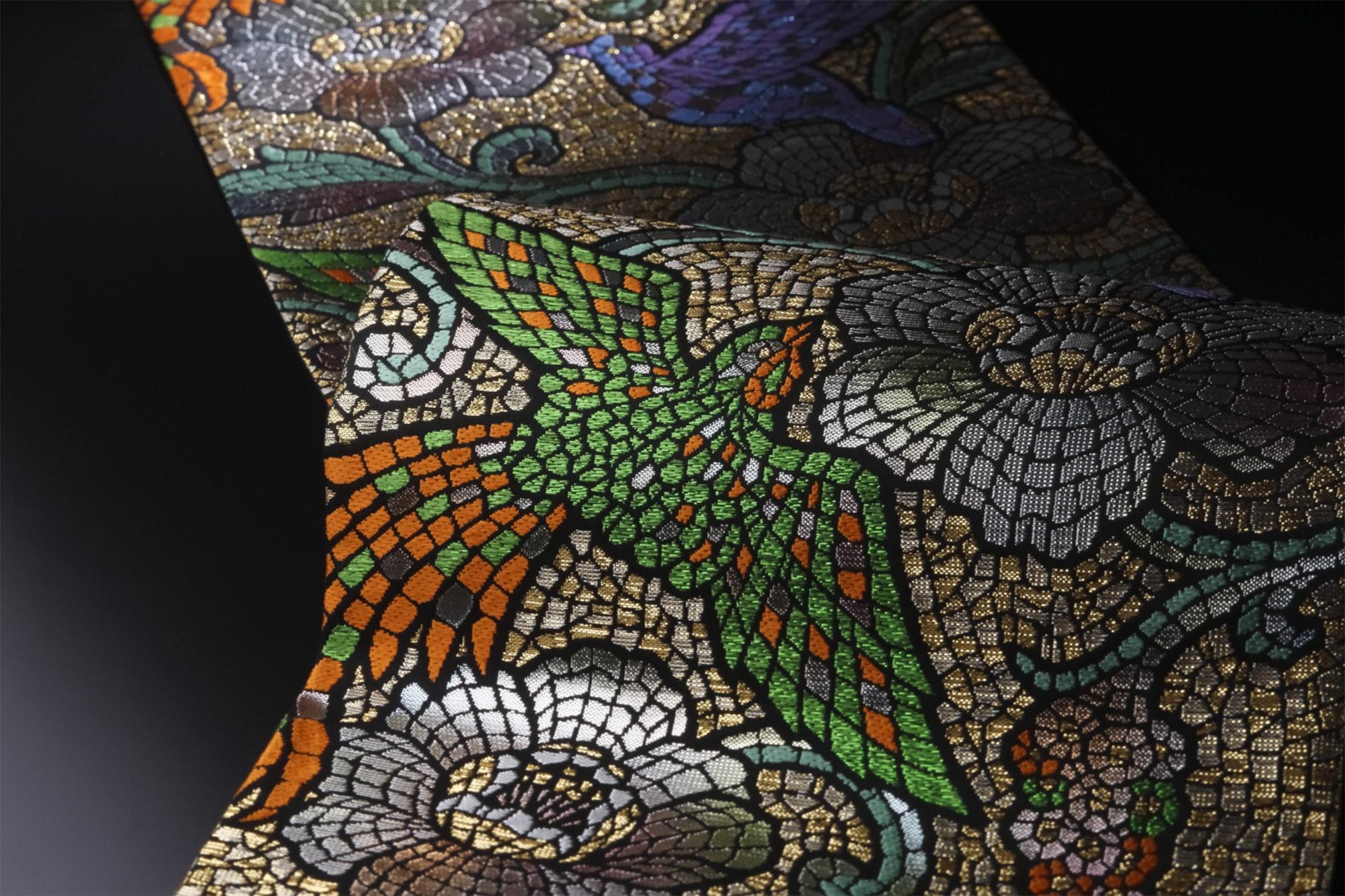 袋帯「モザイク禽華(もざいくきんか)」(龍村美術織物) モザイクのような表現で鳥を表現した袋帯