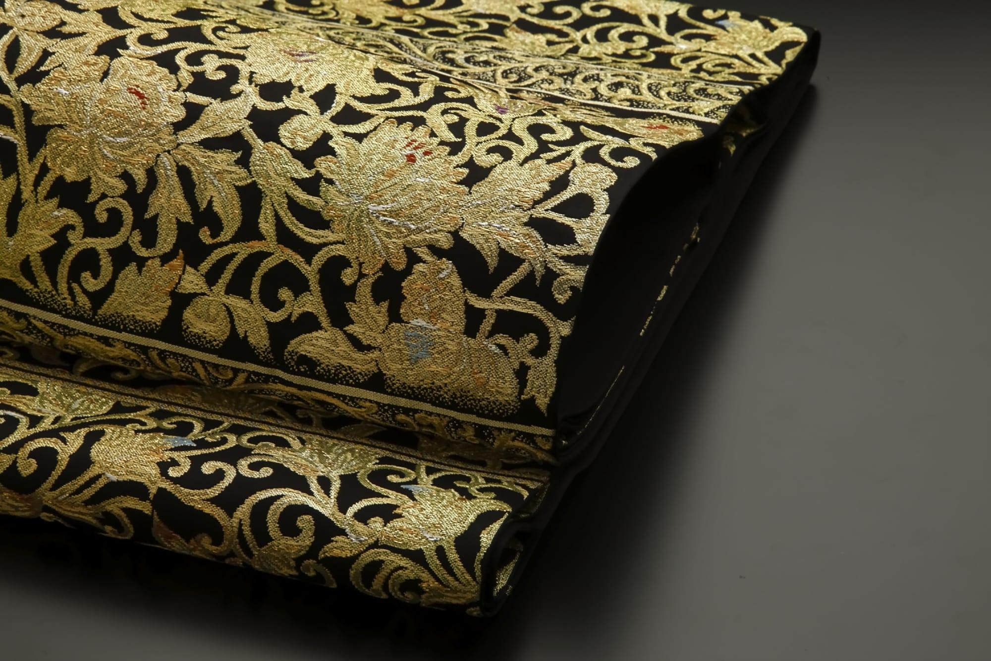 帯「耀映芳華錦」(龍村美術織物) 金工細工の透かし彫の技法を帯に表現