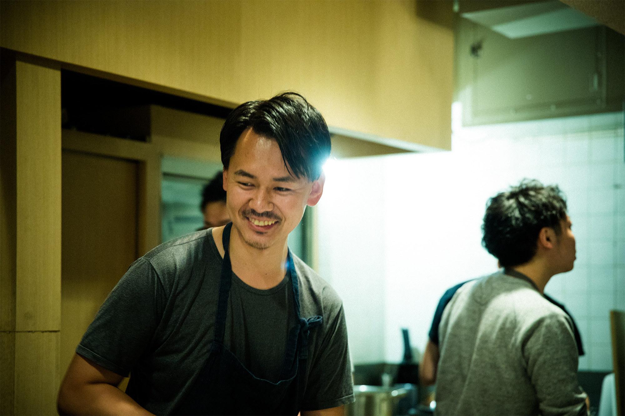 「アルテレーゴ」のヘッドシェフを務める平山秀仁。「ジェリーナズ」が催された夜は、サービス直前まで徳吉と料理の調整を重ねていた。訪れるたびに料理のクオリティが上がり、接客も洗練されていく。これからの進化が楽しみだ。