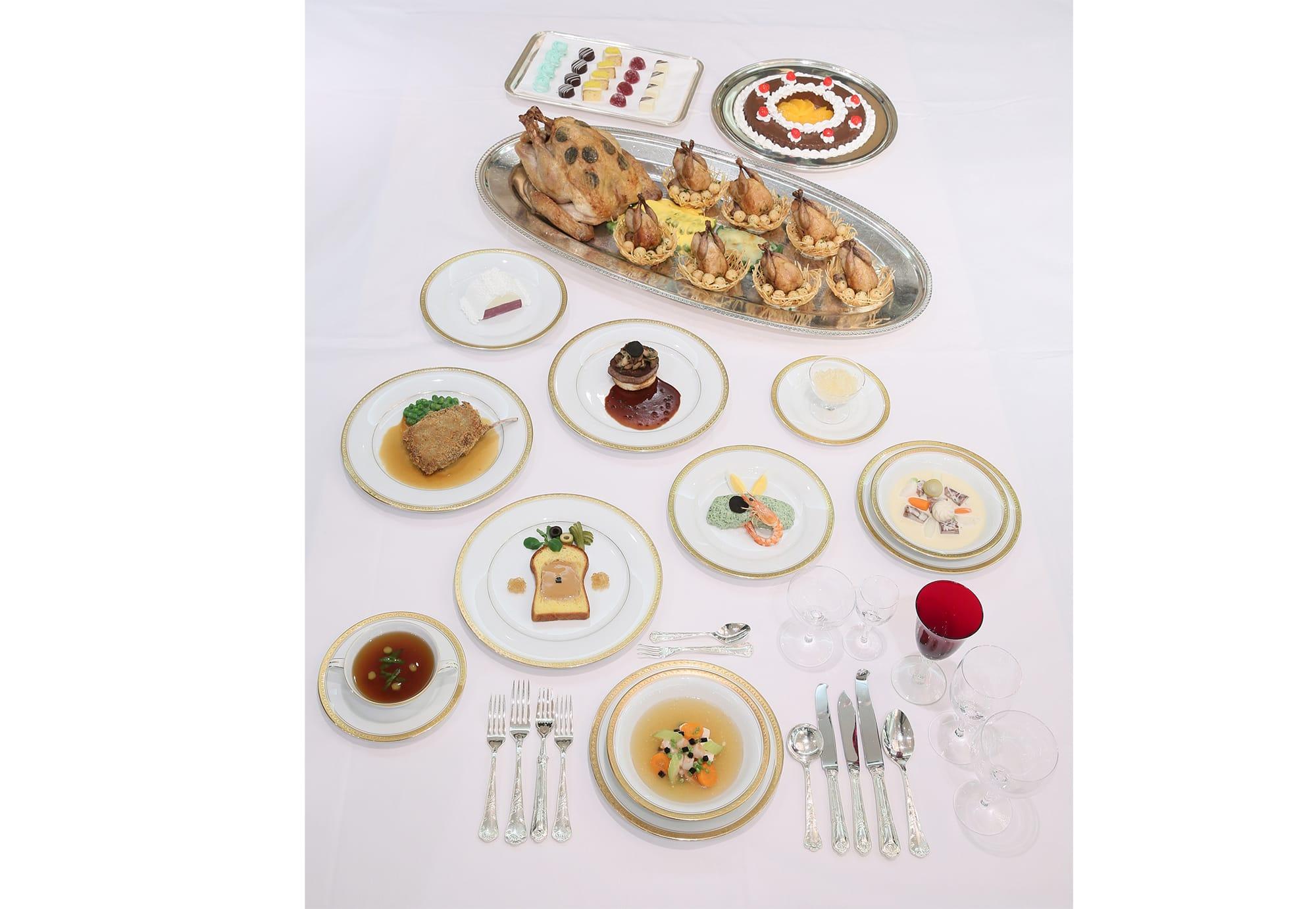 明治天皇の午餐会(1887(明治20)年5月13日)の料理の再現模型。明治記念館蔵
