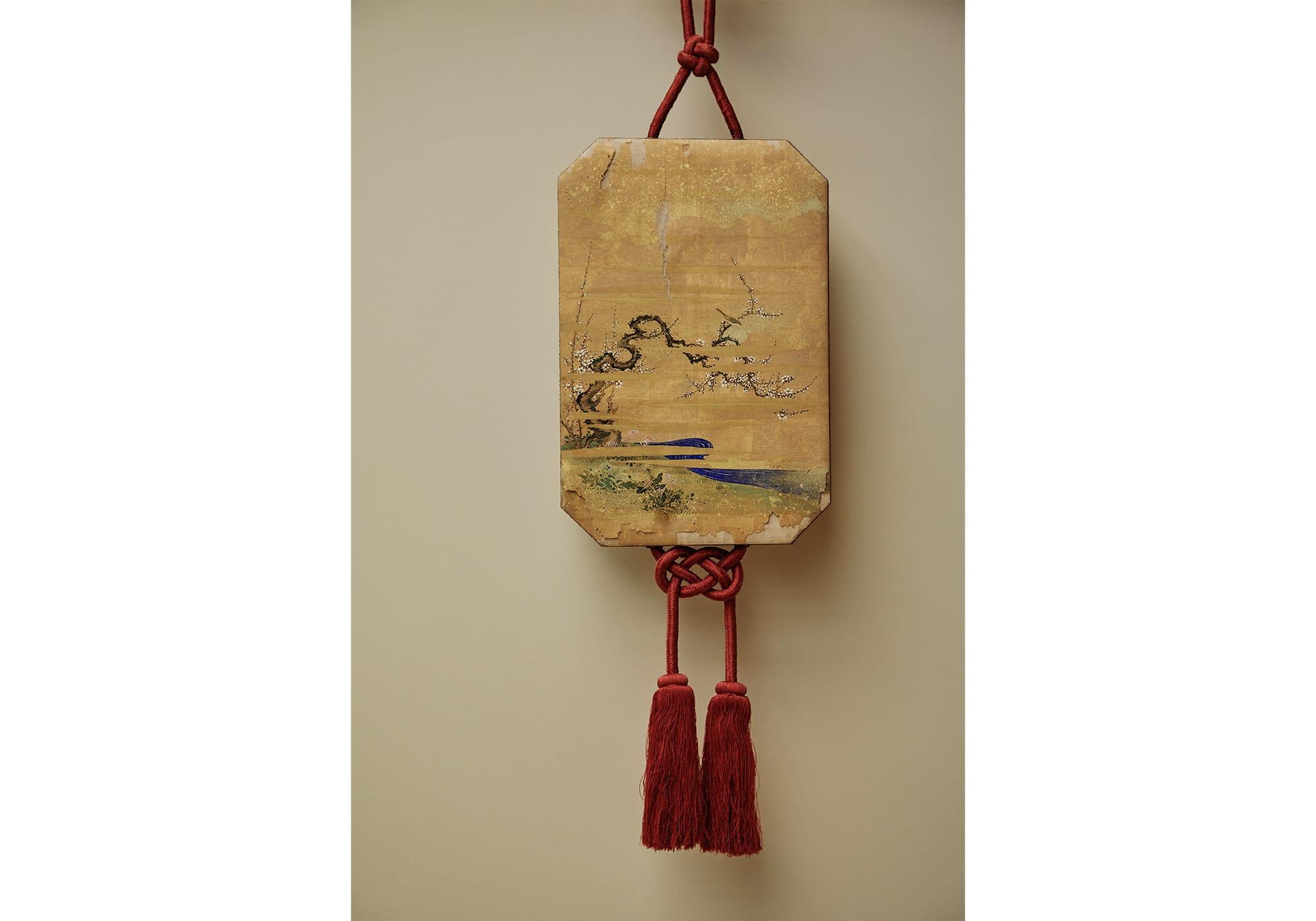 香席に飾って邪気を払う霊糸錦(れいしきん)という飾り物。角切の箱に香料を入れたという。志野流家元に伝わるもの。