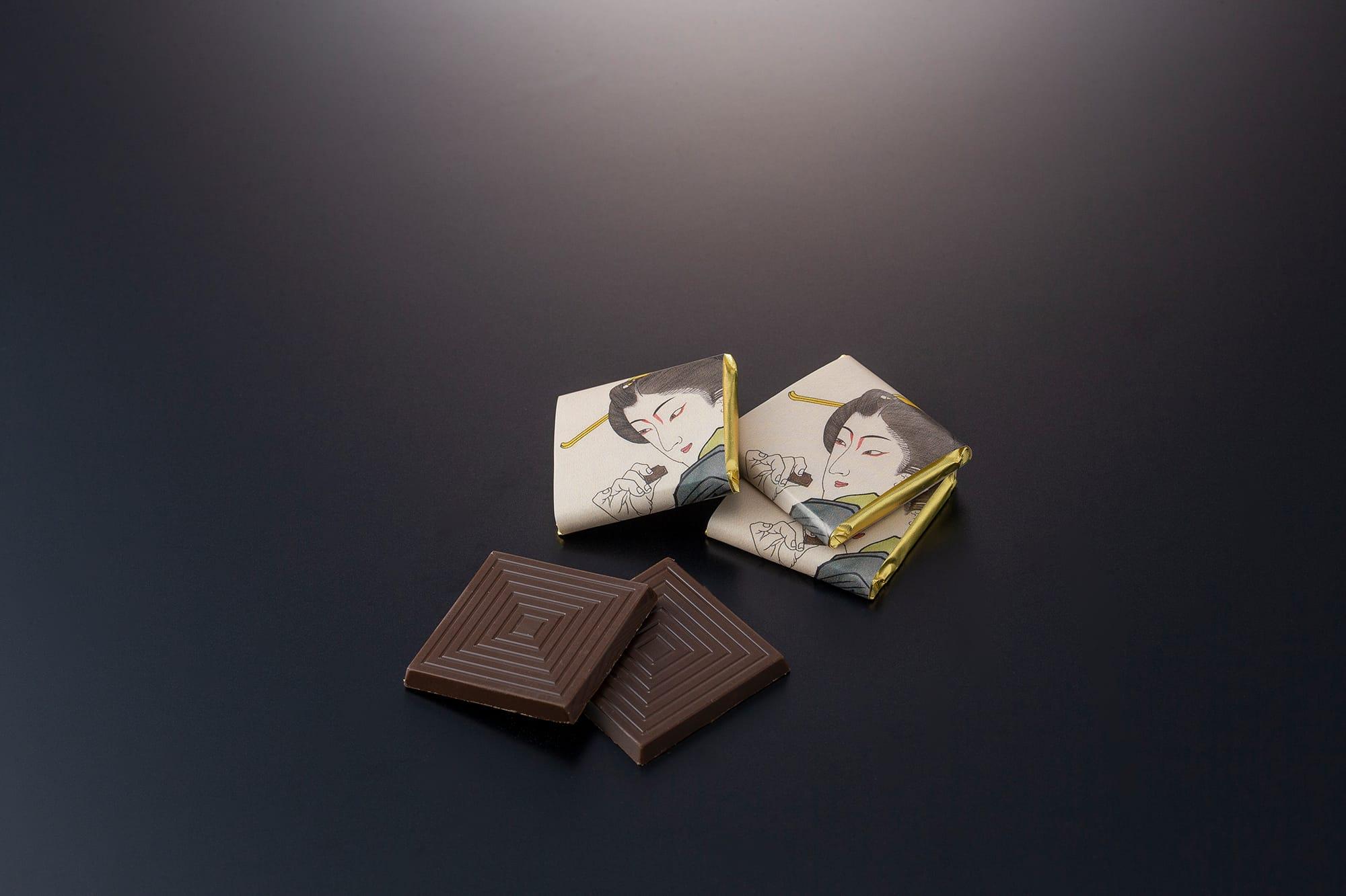 広島県因島で完全無農薬栽培した杜仲茶とコロンビア産カカオを使ったミルクチョコレートの組み合わせ。世界で求められる「日本人らしさ」を、海外でも活躍する芸術家のOZ-尾頭-山口佳祐デザインのパッケージと味の両方で表現した「高須しょくらあと」1,300円(税込)