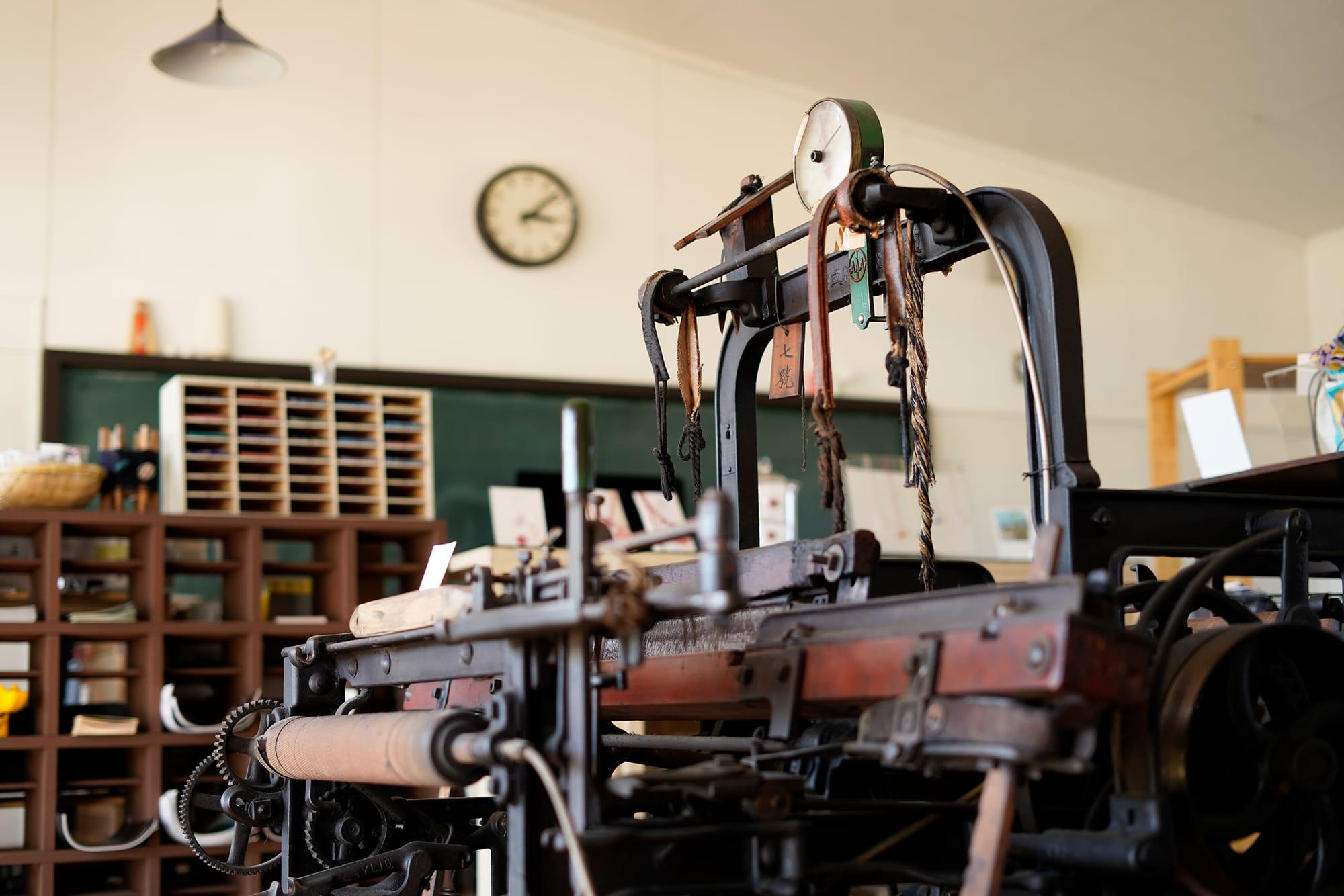 古い織機のため、たとえ故障しても新しい部品へ交換することはできない。そのためいまは使わなくなった織機の部品を使ったり、一から作るしかないとのこと。