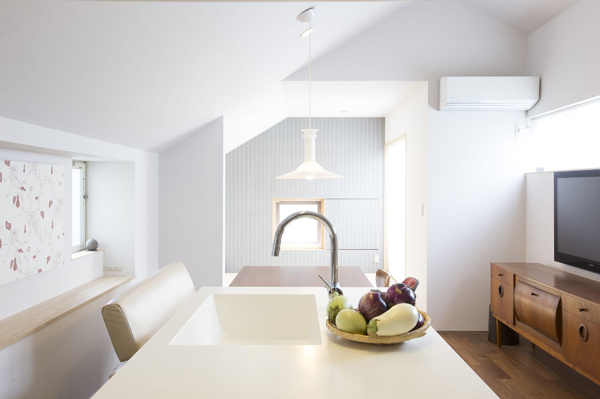 使い勝手はもちろん、掃除がしやすい素材やデザインをセレクト。 キッチン製作=リネアタラーラ  Photography by Takuya Neda