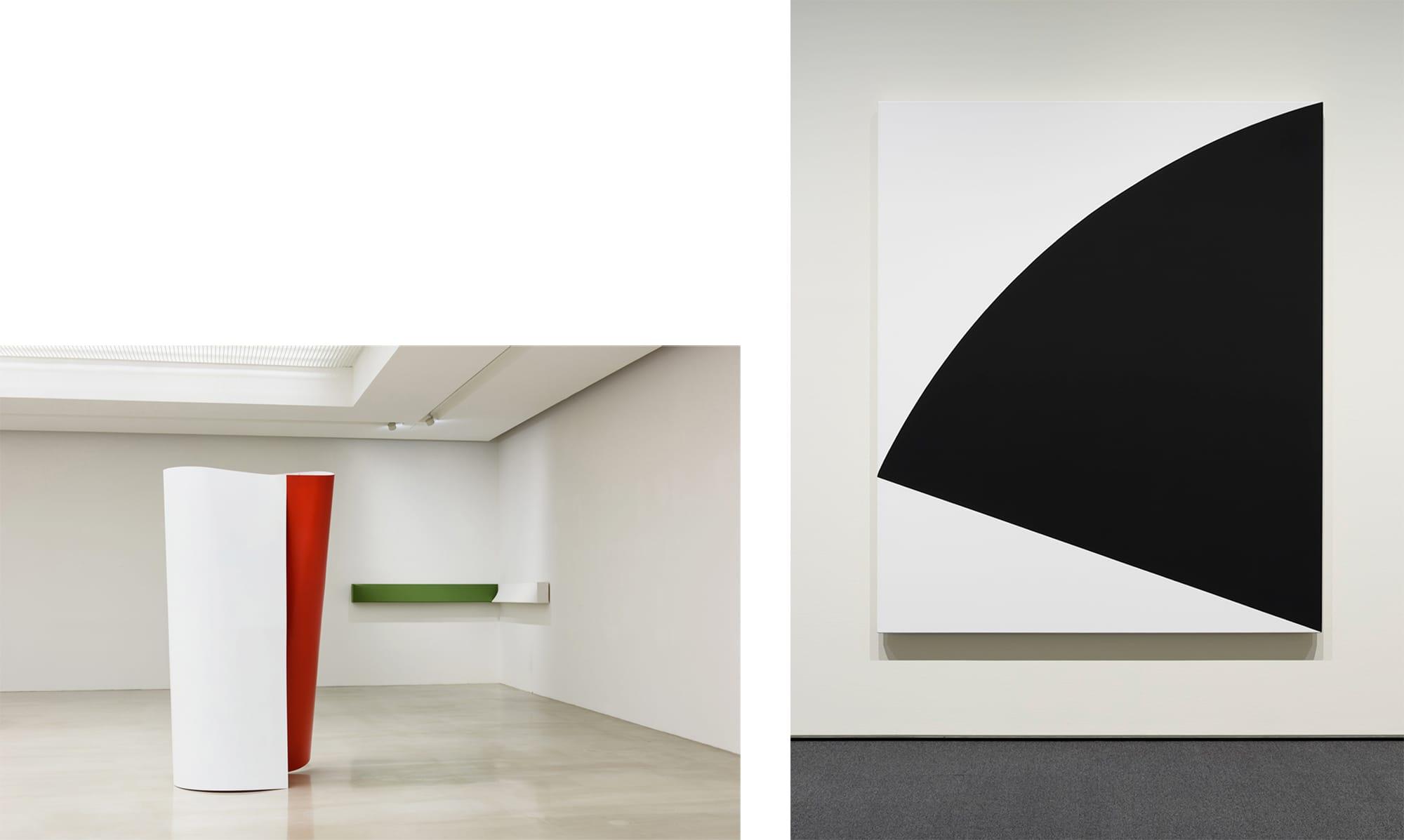 渡辺信子(1948- ) × エルズワース・ケリー(1923-2015)の出会い 左:渡辺信子《White and Red》2017年 Arario Gallery 《Dark olive green and White -Corner piece》2017年 作家蔵photo credit: Arario Gallery, Courtesy of Arario Gallery, Seoul 右:エルズワース・ケリー《ブラック・カーヴ》1994年 DIC川村記念美術館 © Ellsworth Kelly Foundation