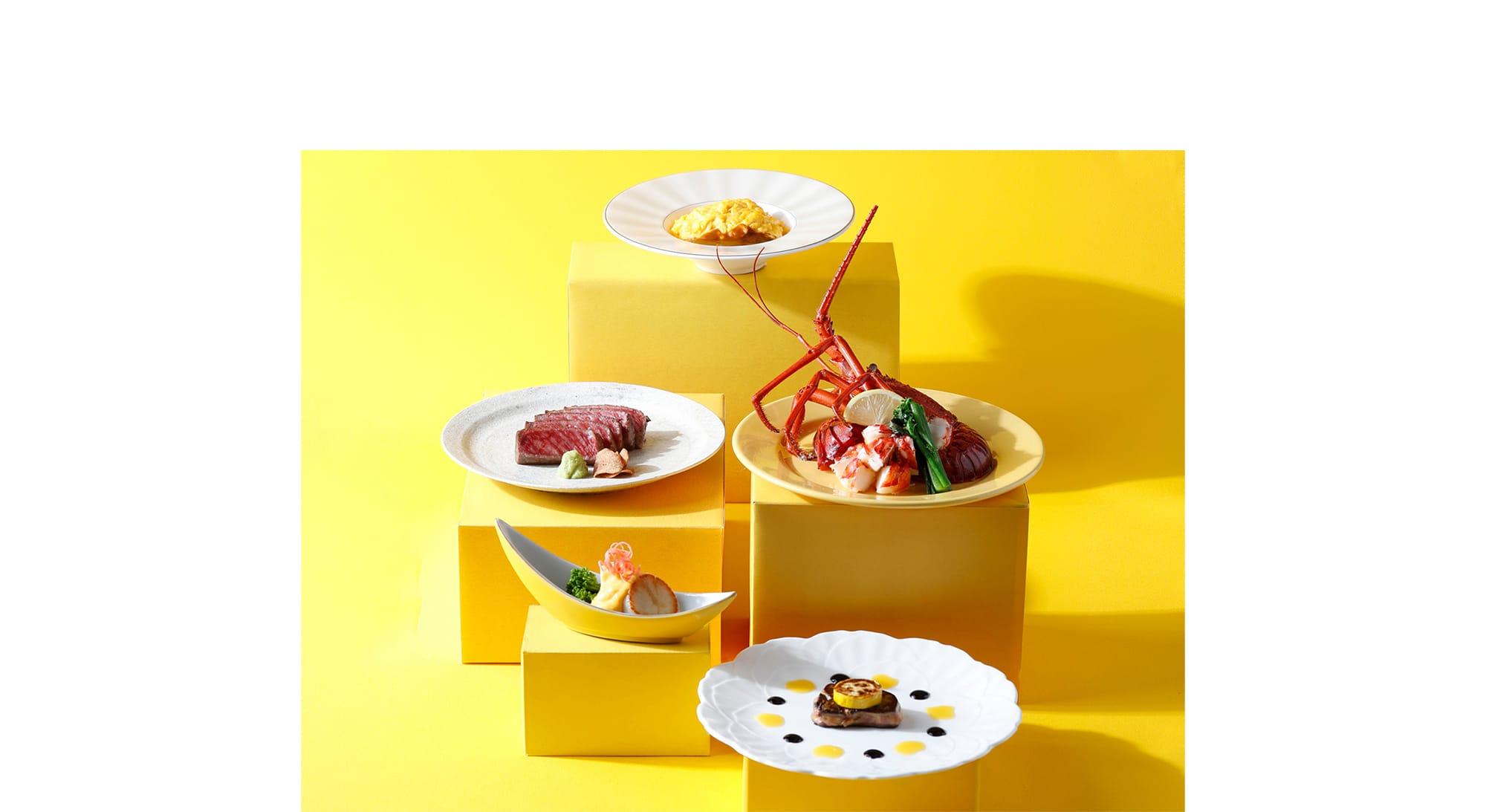 鉄板焼「恵比寿」では黄色をアクセントにしたHappy Yellow鉄板焼コースを用意。(¥20,000 消費税・サービス料別)