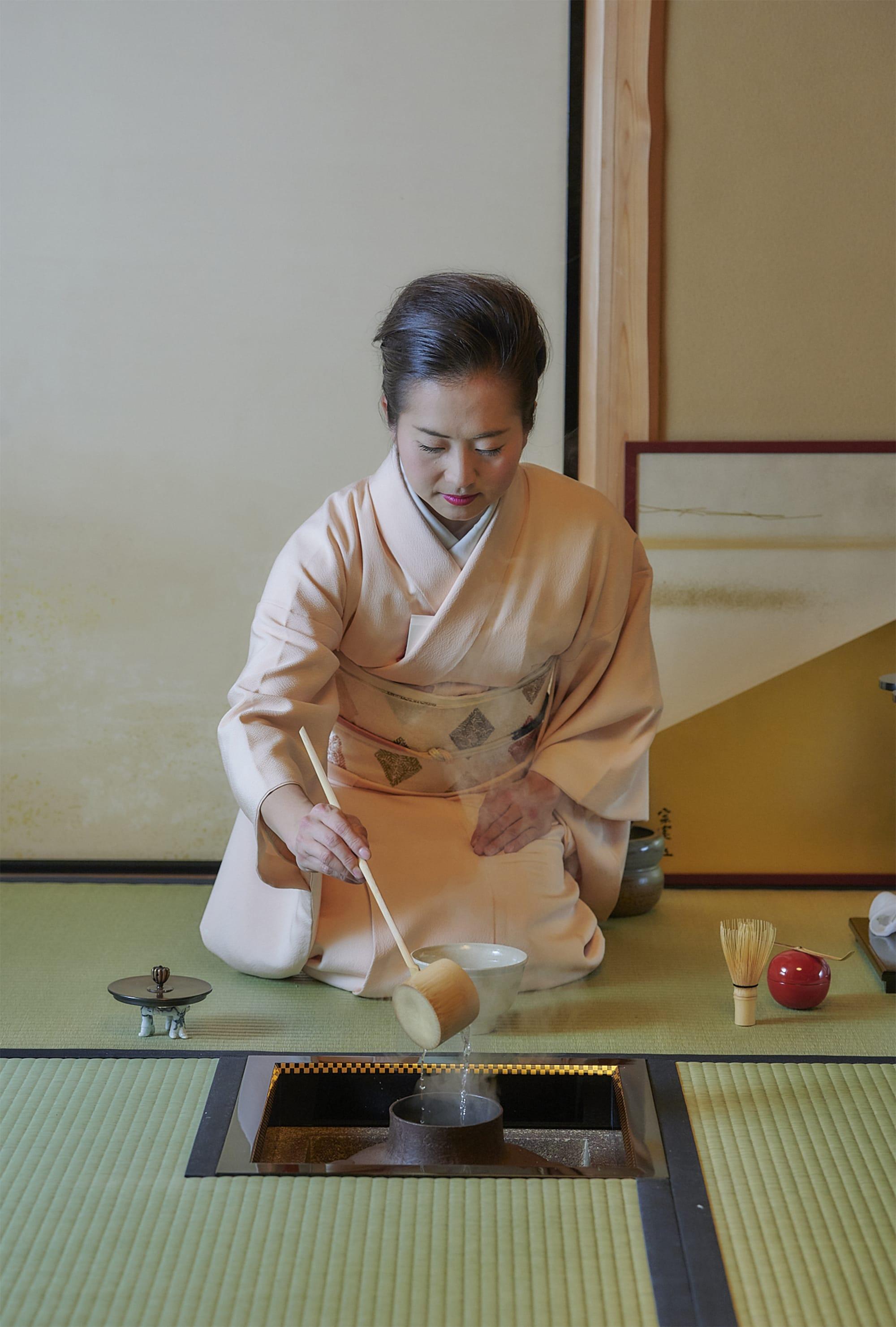 トップアスリートにこそ、茶道のような、精神を整える時間が必要だと実感しているという。茶道の所作や約束事に気を取られがちだが、アスリートは茶道に、精神性と身体性の相関を見つけているのが面白いと思う。