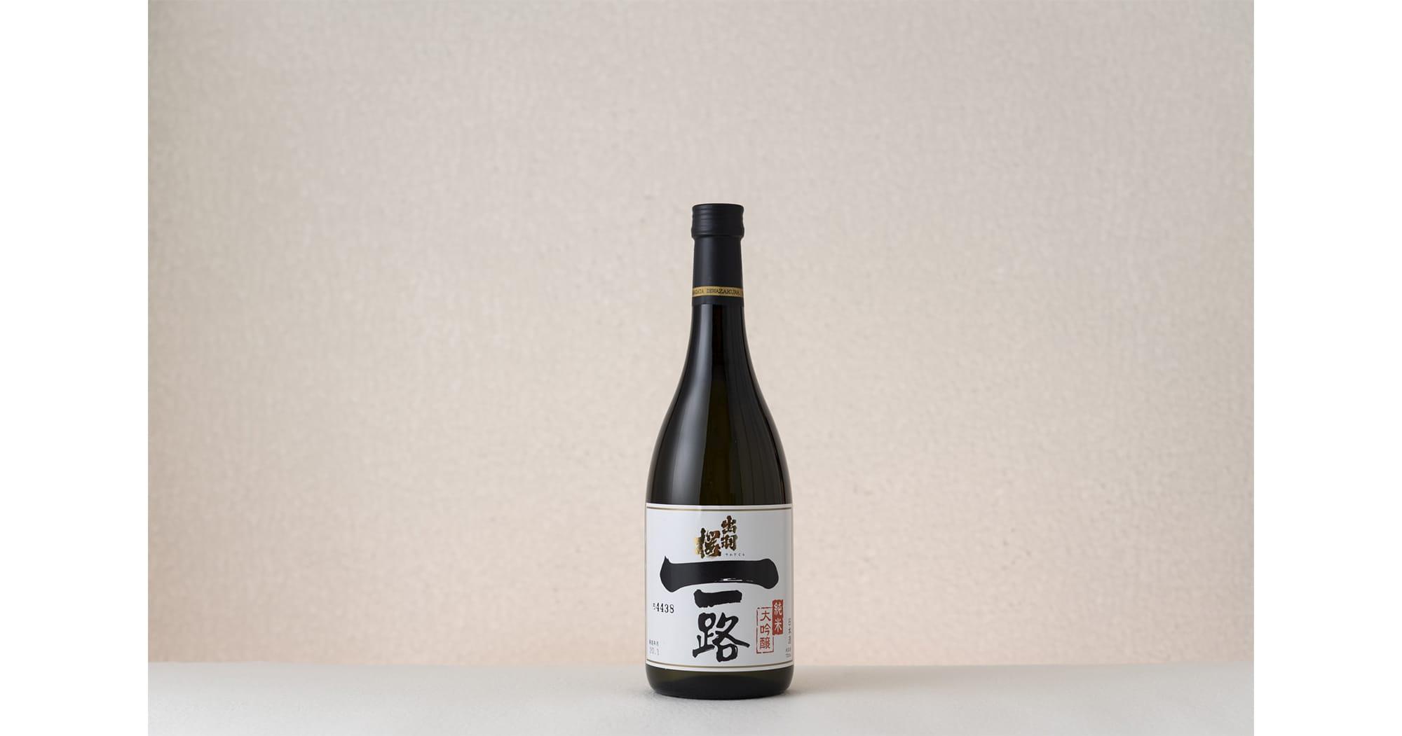 「出羽桜 一路」720ml 3,000円(税抜)