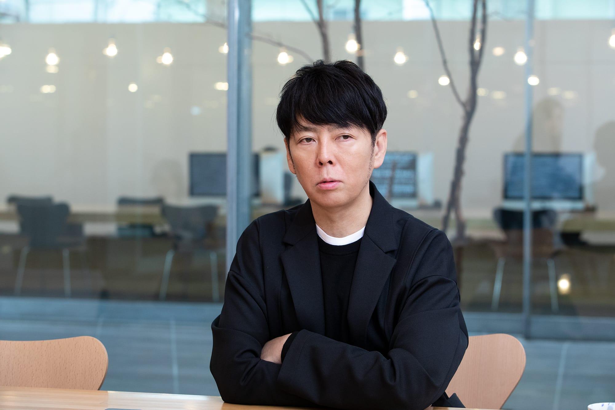 「まずはブランドの佇まいをイメージし、そこから因数分解をしていく」と佐藤は語る。一見シンプルだがそこには明確な主張がある、佐藤の仕事スタイルはその思考から生まれる。