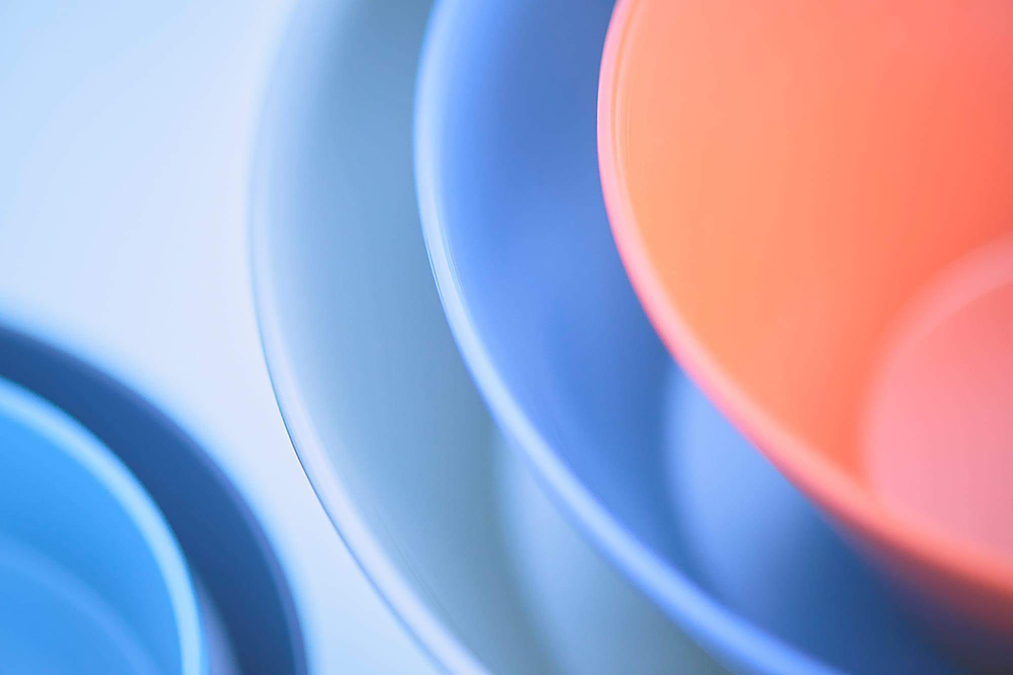 RIN&CO.は北陸の伝統技術や職人によってモノづくりをしている新ブランド。現在は越前硬漆(えちぜんかたうるし)の器、白九谷の器、越前木工の盆、越前和紙のポチ袋などの商品が揃う。