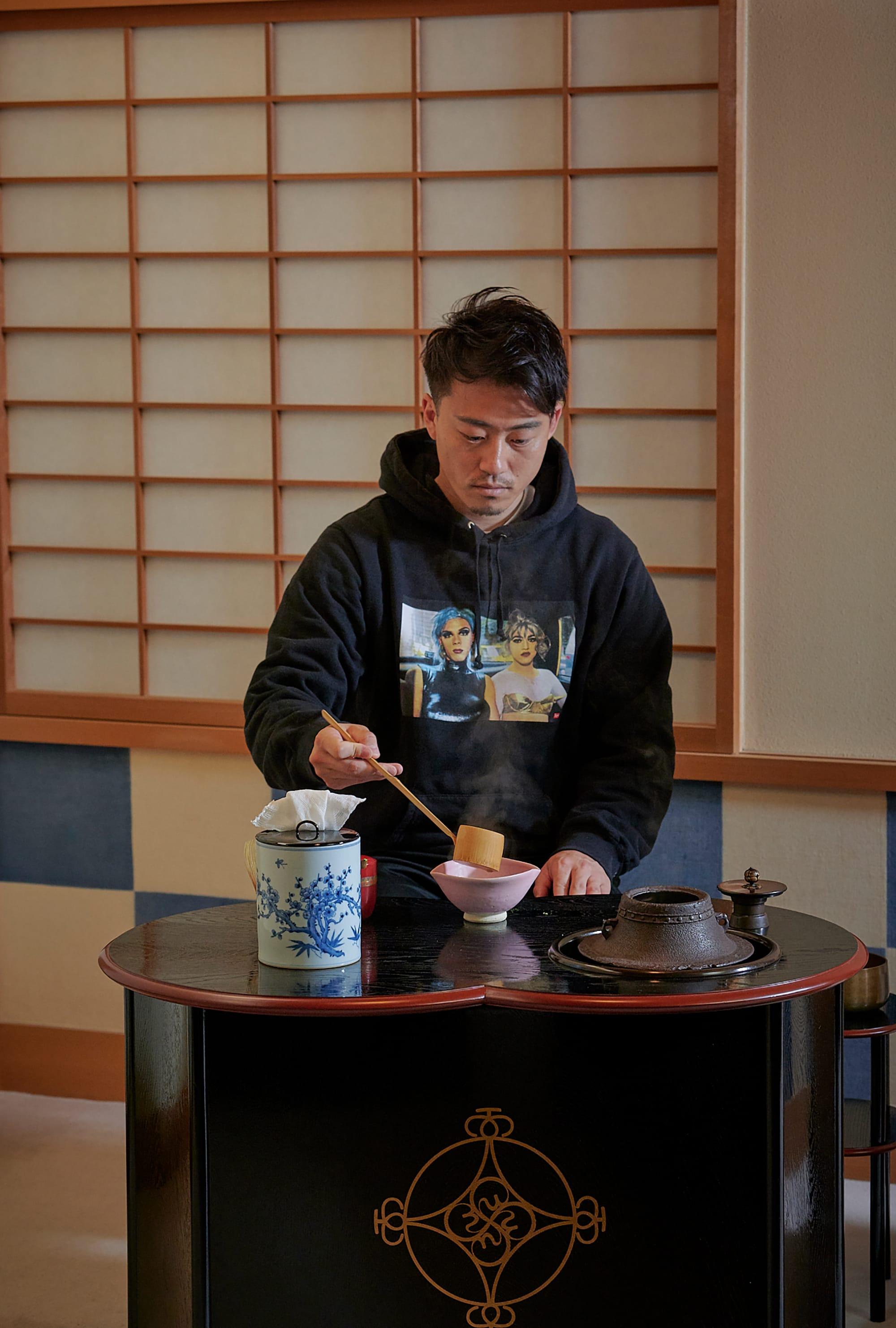 輪流地點茶,前田真鄉是首次在立禮席點茶。