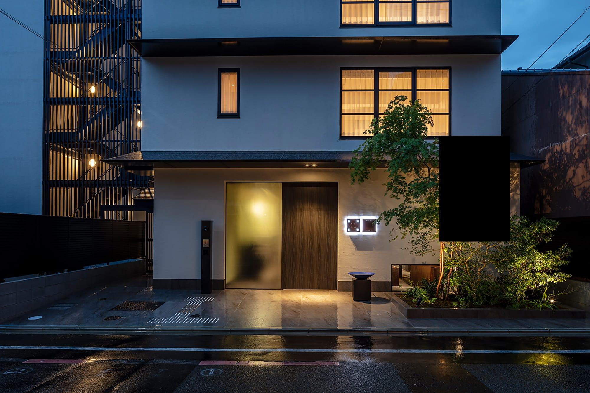 「ザジェネラルキョウト 高辻麩屋町(Enso Ango FUYAⅡ 麩屋町通Ⅱ)」(日本・京都)は2018年に開業した日本初の分散型ホテル。京都市内でも人気のエリア四条通と五条通、鴨川の東側の5カ所に5つの特徴あるホテルが分散して立地する。棟によってデザインのコンセプトが異なり、5つを周遊しながら愉しめる