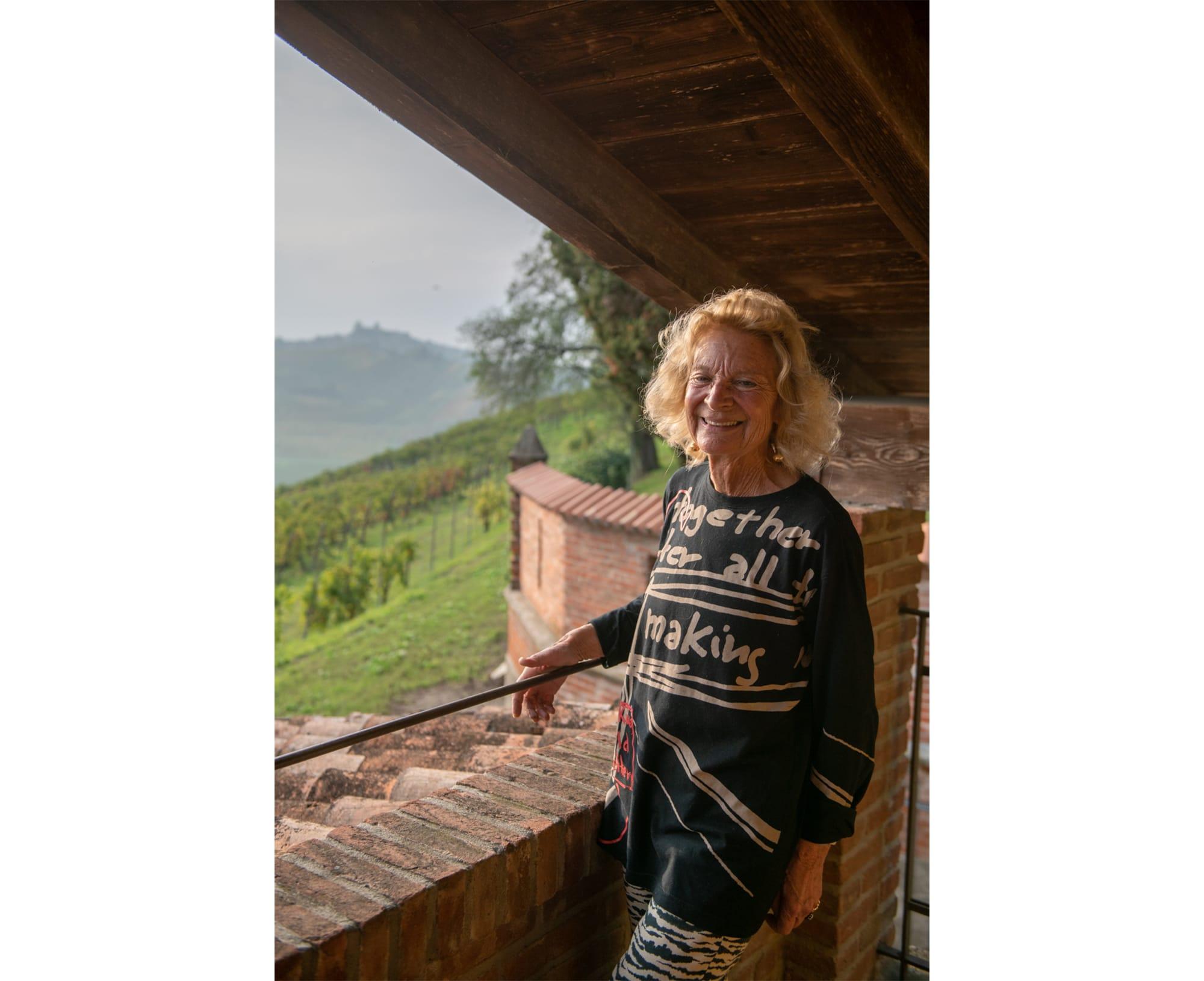 『カステッロ・ディ・ルッツァーノ』のオーナーであるジョヴァネッラ・フガッツァ。ワインビジネスに携わる女性たちの協会「レ・ドンネ・デル・ヴィーノ」の創始者でもある。