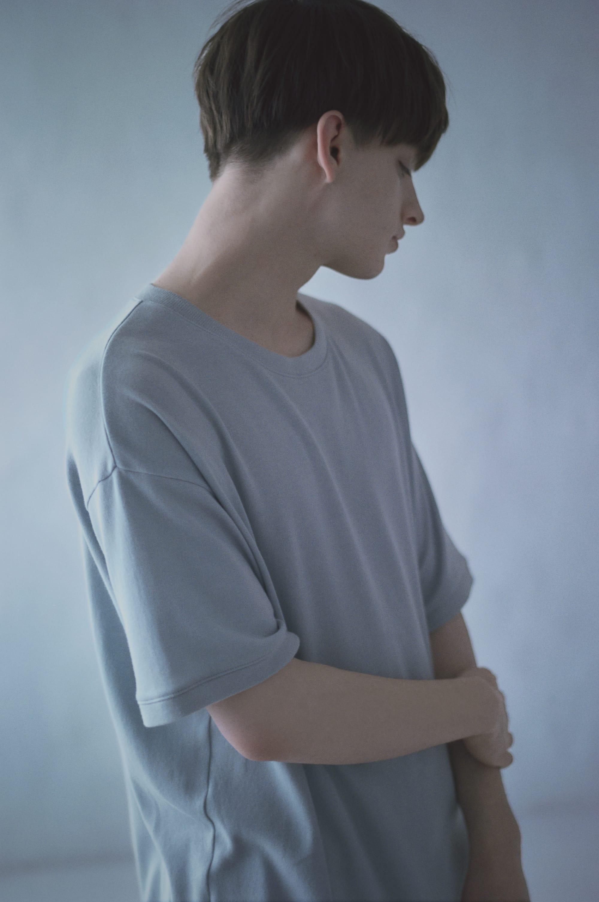 「FURERU」コレクションでは柔らかな着心地のメンズTシャツをラインナップ。「エアコットン ショートスリーブ Tシャツ」17,800円(税込)。