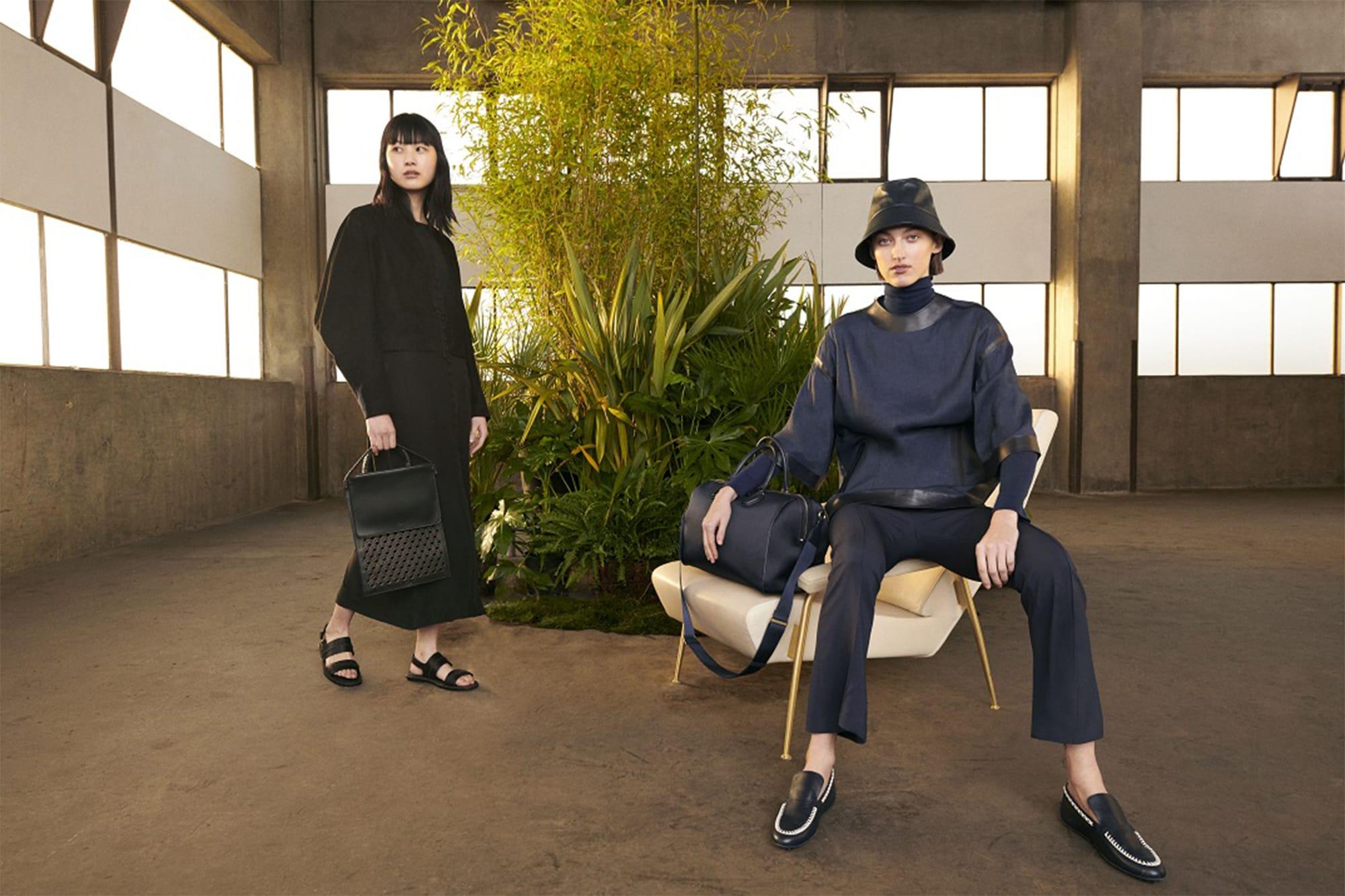 ビジネスシーンから小旅行まで、女性の幅広いニーズを満たしてくれるウェアやバッグ、シューズまでをフルラインアップ。