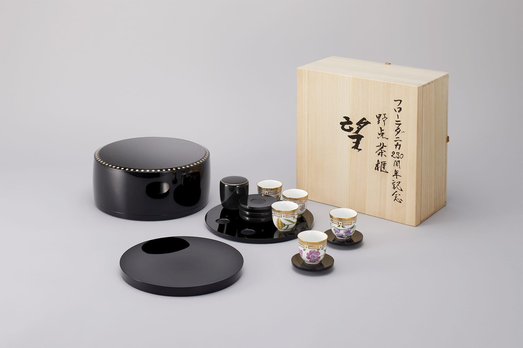フローラ ダニカのモカカップ5点と茶筒や菓子盆をセットにした「望」野点茶櫃。