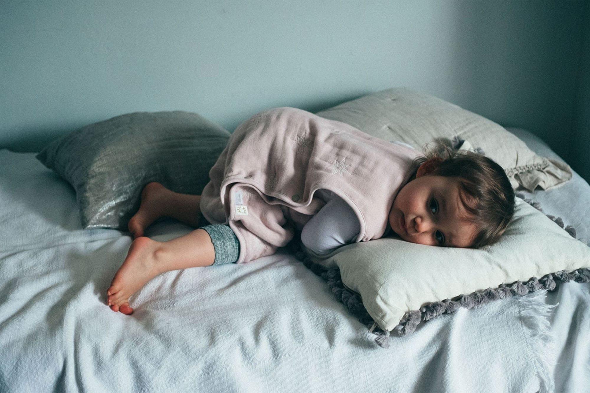 """国産の6層ガーゼで保温性もあり、汗を吸収してくれるスリーパーはピンク系とブルー系の2色あり。「sleeper(スリーパー) """"10moi × MARLMARL """"コラボレーションシリーズ」ワンサイズ5,800円(税別)。"""