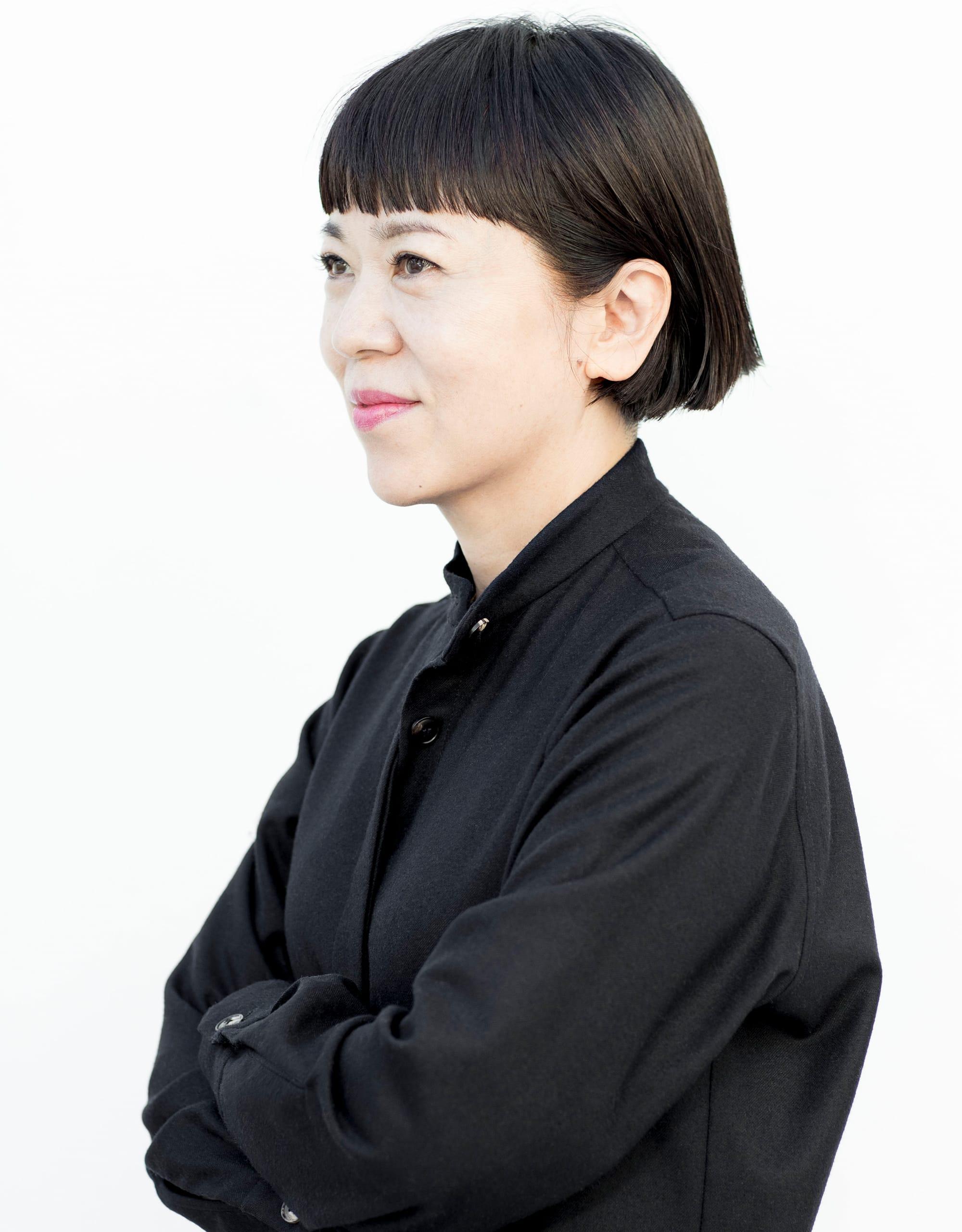 松浦美穂 Miho Matsuura TWIGGY. オーナースタイリスト 美容師、ヘアメイクを経て渡英。1990年、帰国後にヘアサロン「ツイギー」を設立。サロンワークに加え、雑誌、広告、ショーでも幅広く活躍。2003年、AVEDA日本上陸に伴いアーティスティック ディレクターに就任し、5年に渡り商品開発アドバイスやヘアスタイル提案を行う。ナチュラルな中に革新的な要素を加えることをテーマとし、一人ひとりの個性に応じた美容、健康、ファッションをヘアスタイルとともに提案している。