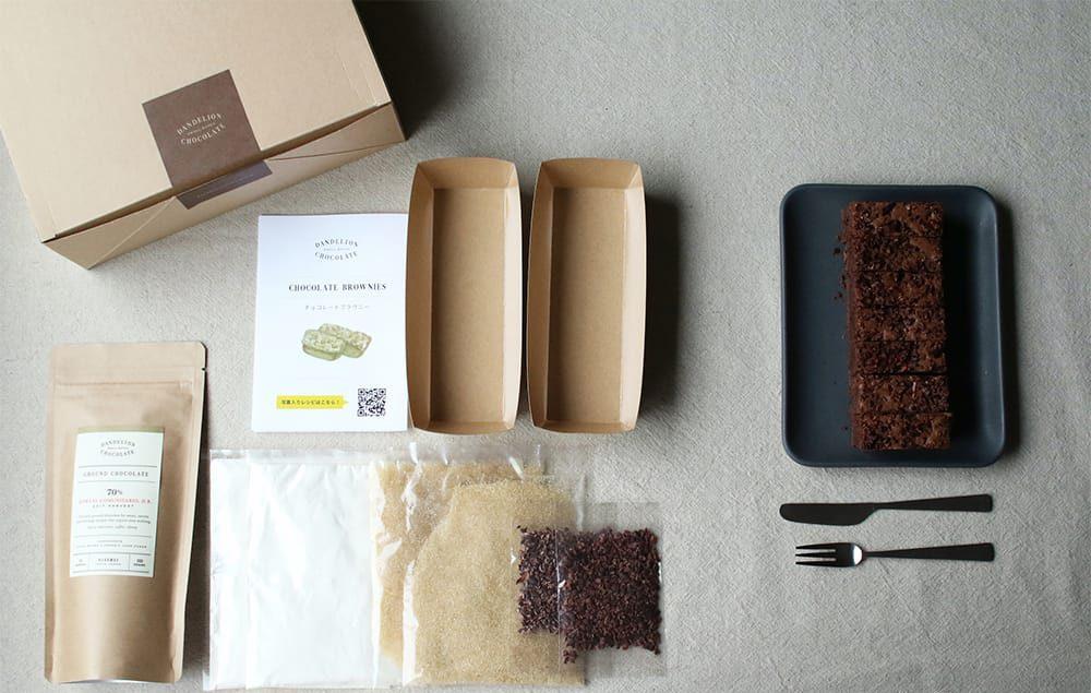 レシピと計量した材料がセットされ、手軽に作れる「チョコレートブラウニーベーキングキット」2,160円(税込)。
