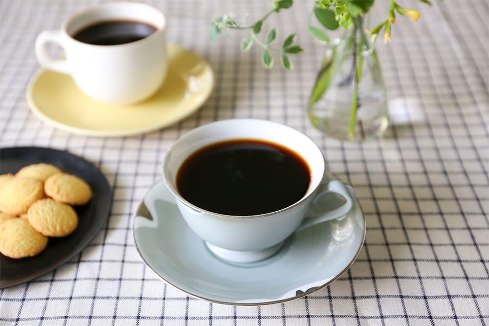 堀口珈琲のネットショップ「Coffee at HOME」。本格コーヒーを自宅で楽しむためのセットや器具を提案する。