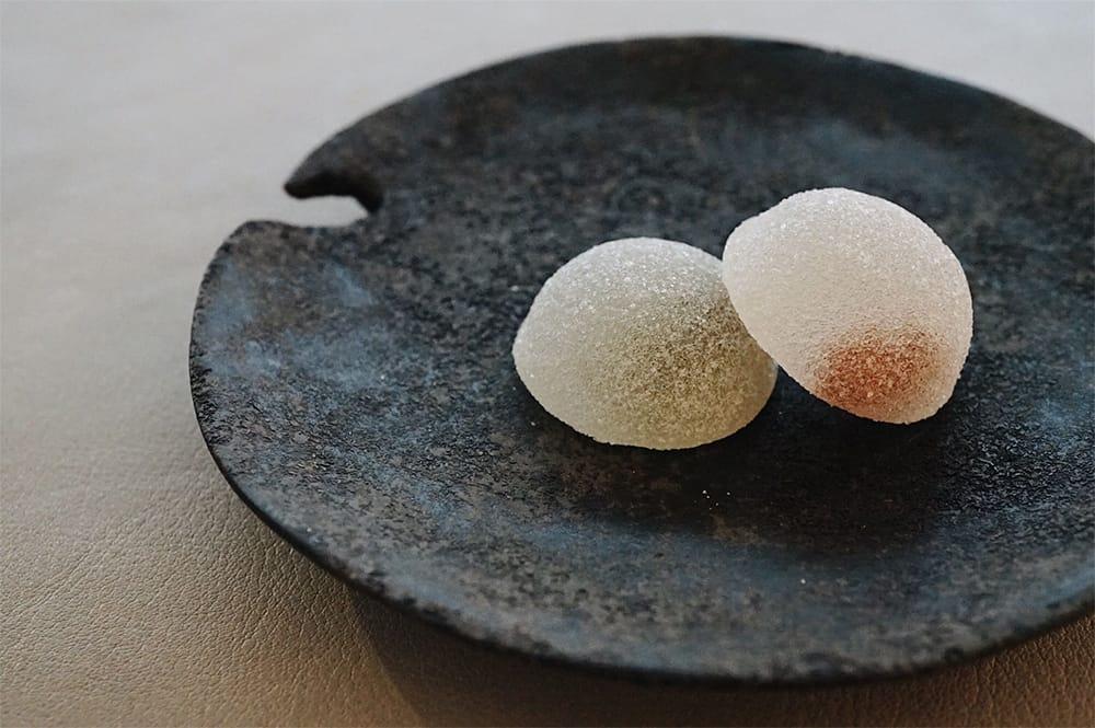 「円雨 ruburau 果実のグラッセゼリー」(8粒 1,512円 税込)は、国産のドライフルーツを使ったゼリー。写真は山口県産キウイと広島県産レモンで、フルーツは季節によって変わる。