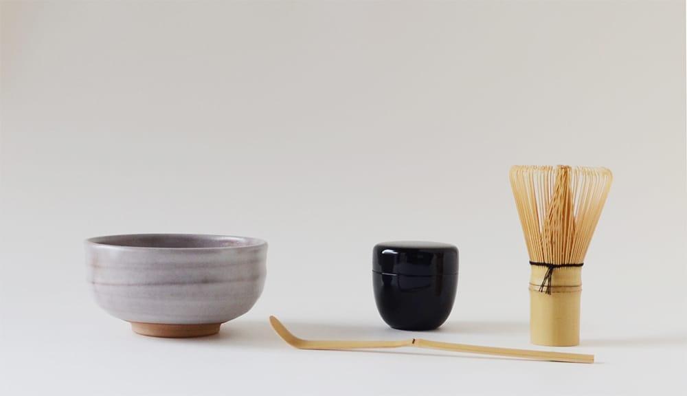 茶碗と茶杓、棗、茶筅が揃ったIppukubox。茶碗は全3種類。