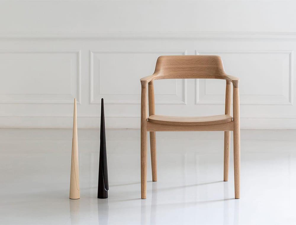 深澤直人デザイン、日本を代表する名作椅子「HIROSHIMA」アームチェアとnendoデザインの「Shoe-horn」。