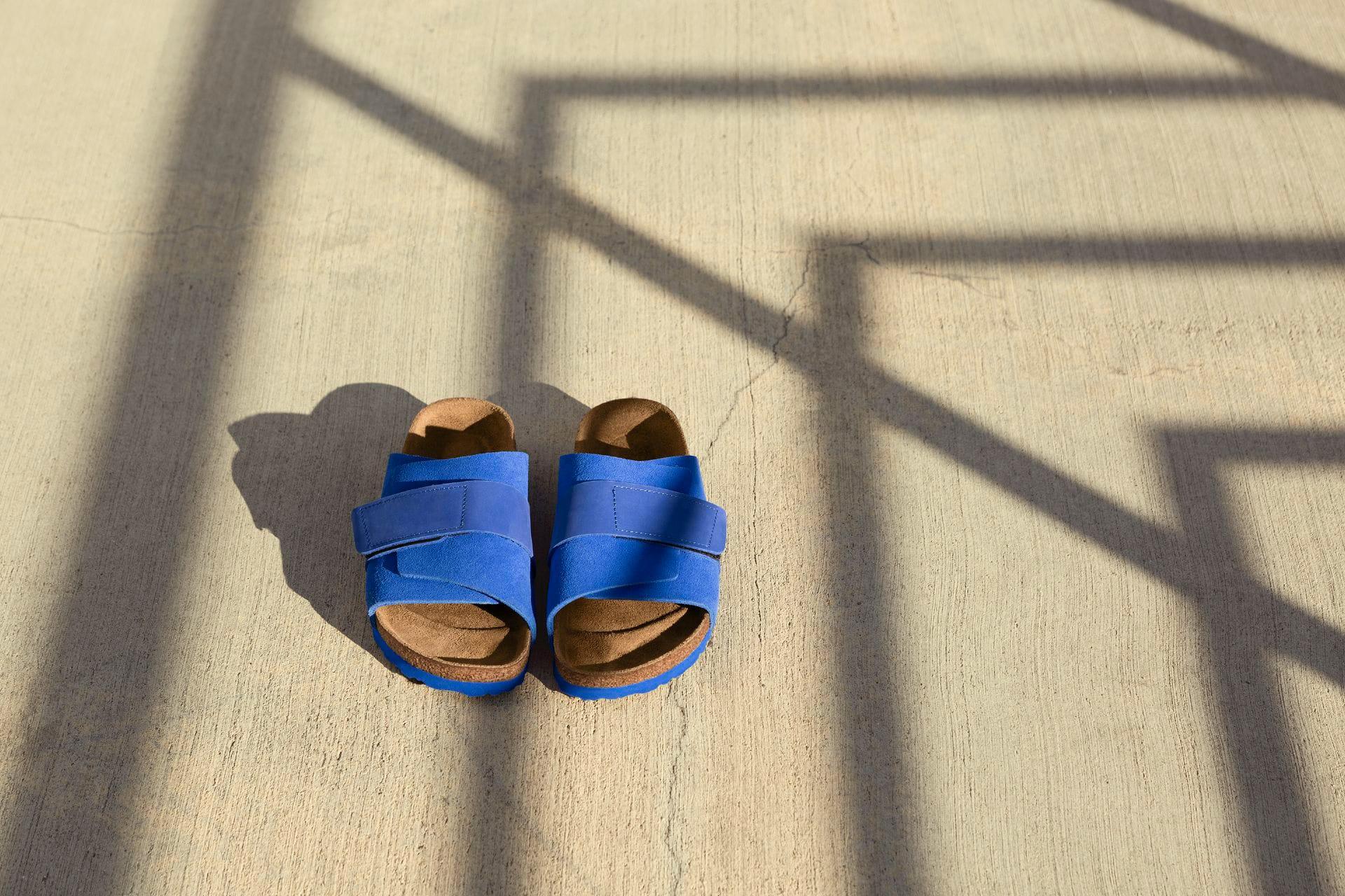 明るい日差しに映える鮮やかなUltra Blue(ウルトラブルー)は2020年春夏コレクションから登場した新色。