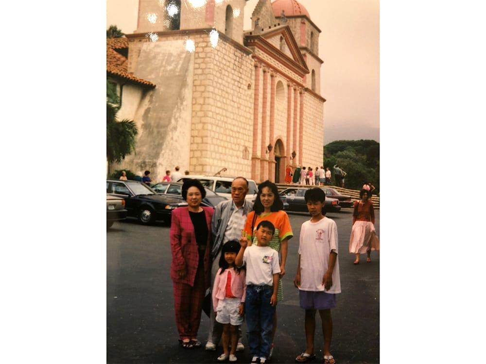 10代の頃、家族とともにカリフォルニアにて。