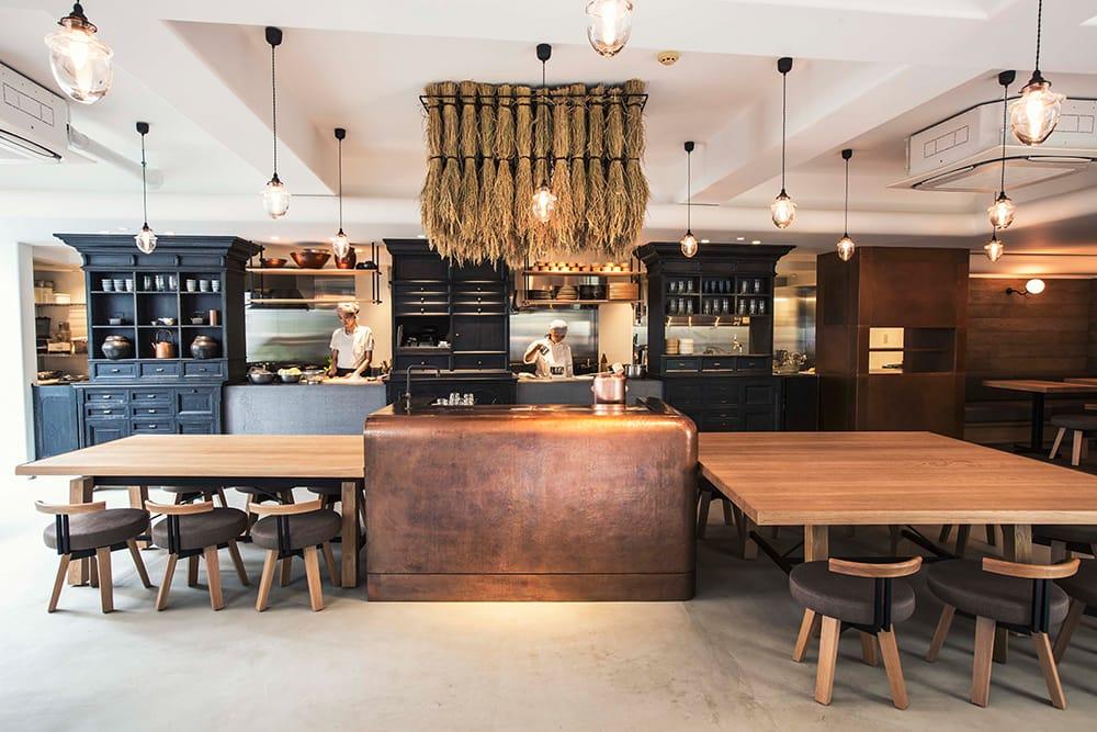 NYRの東京・表参道本店「NEAL'S YARD GREEN SQUARE」内にあるレストランBROWN RICE。玄米、野菜、大豆を中心にした和風のヴィーガン料理を楽しむことができる。梶原が自らメニュー開発にも取り組み、多くの人の楽しんでもらうべく、この食堂にも力を注いでいる。